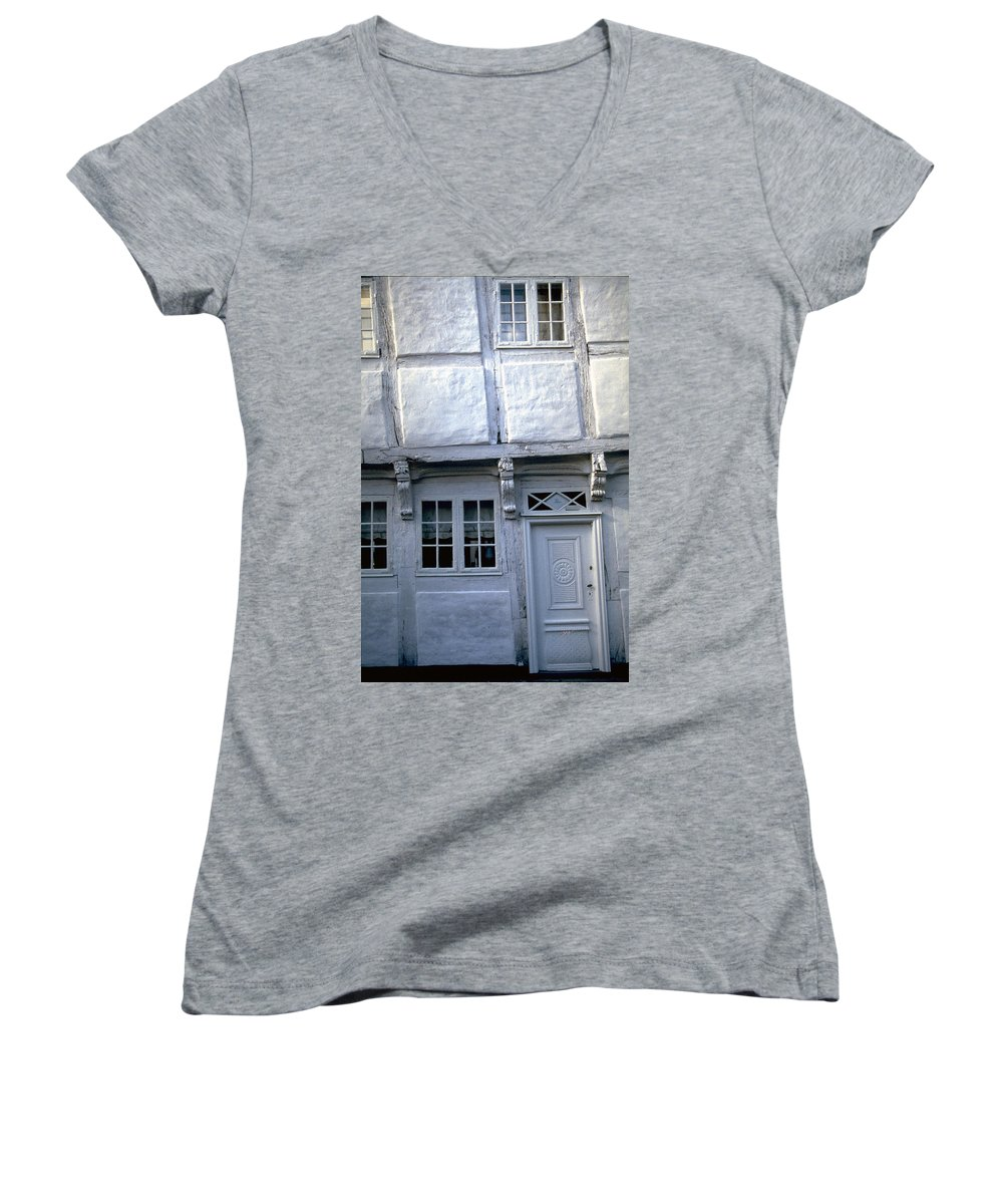 White House Women's V-Neck (Athletic Fit) featuring the photograph White House by Flavia Westerwelle