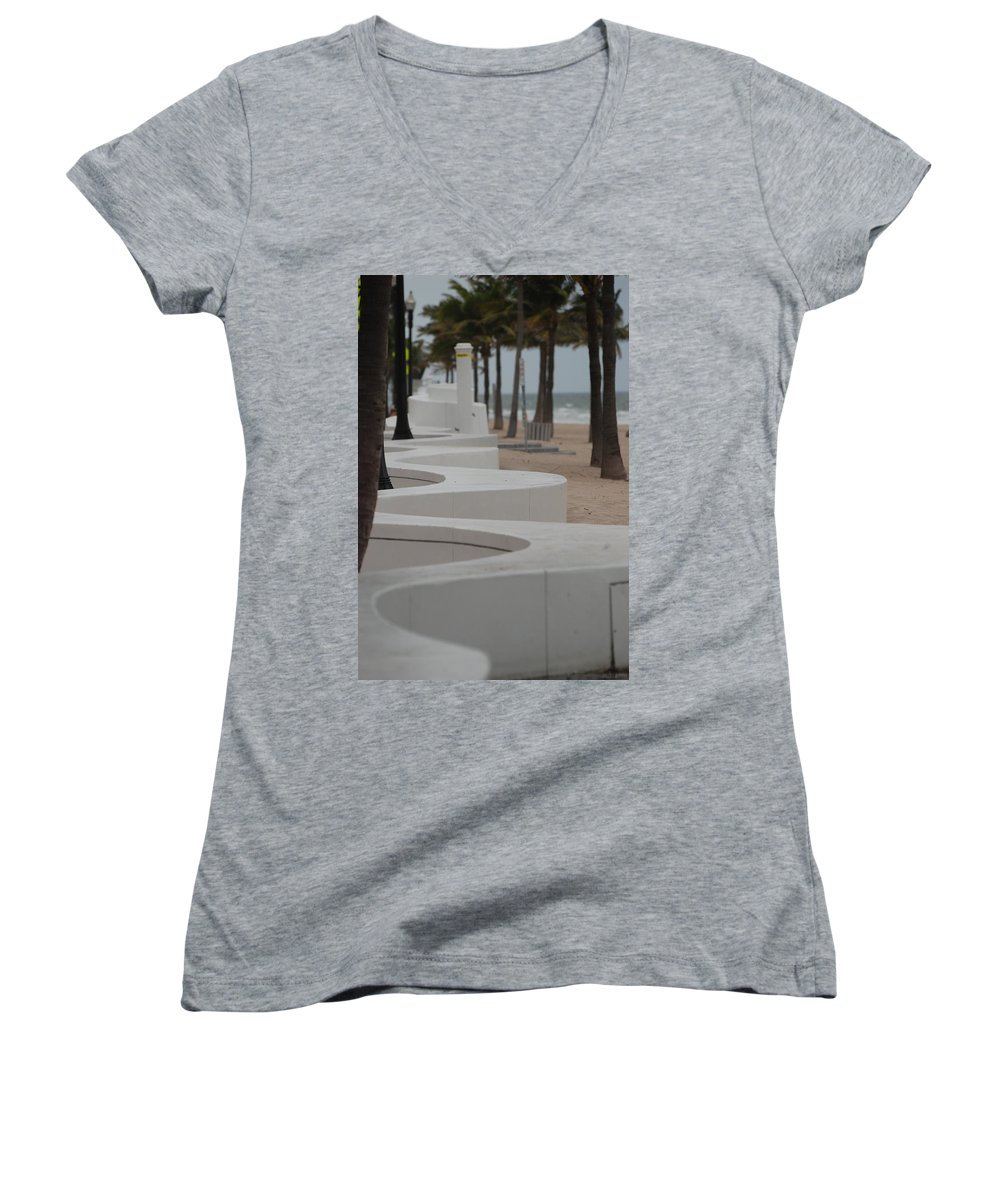 Pop Art Women's V-Neck T-Shirt featuring the photograph Zig Zag At The Beach by Rob Hans