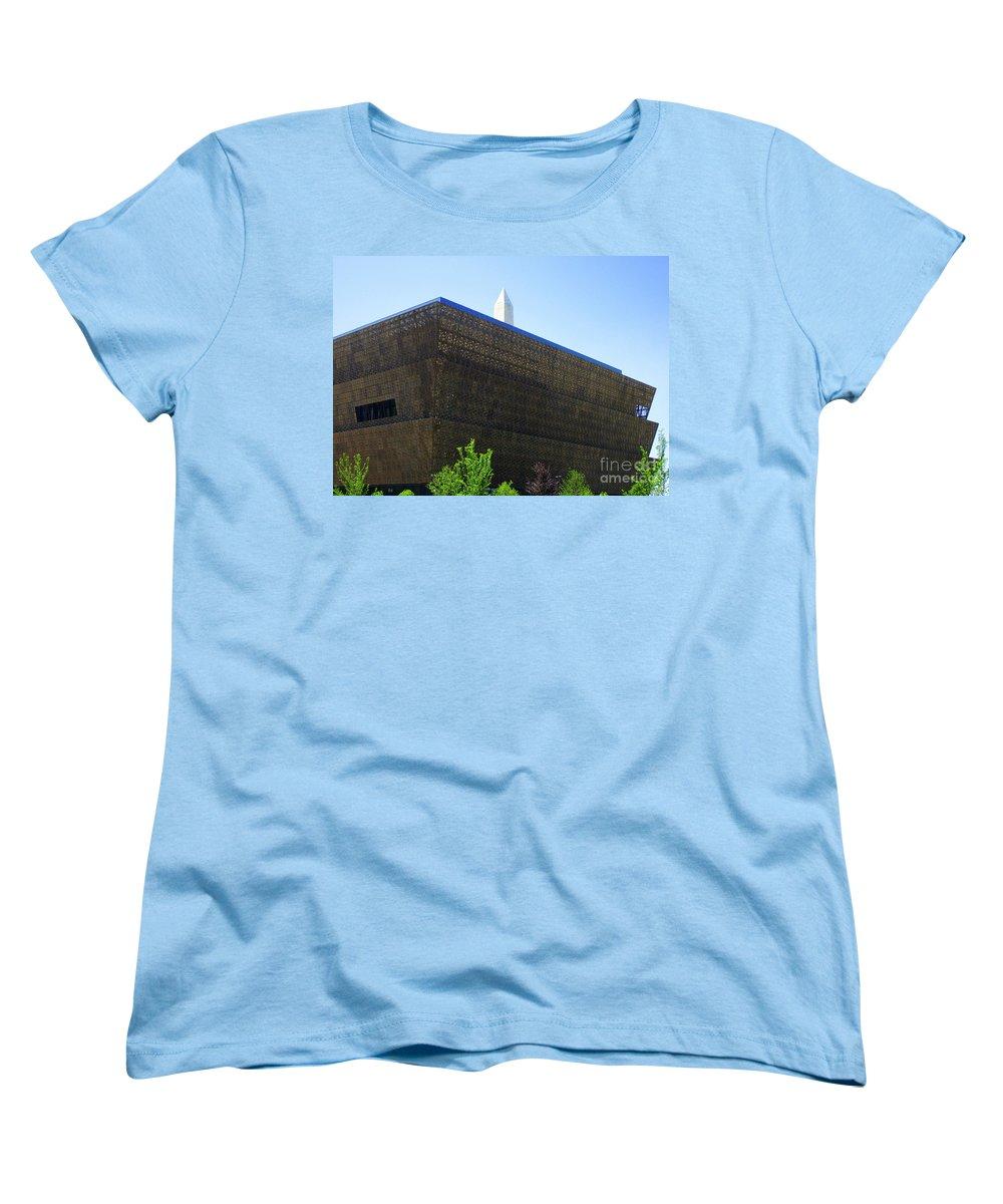 Smithsonian Museum Women's T-Shirts