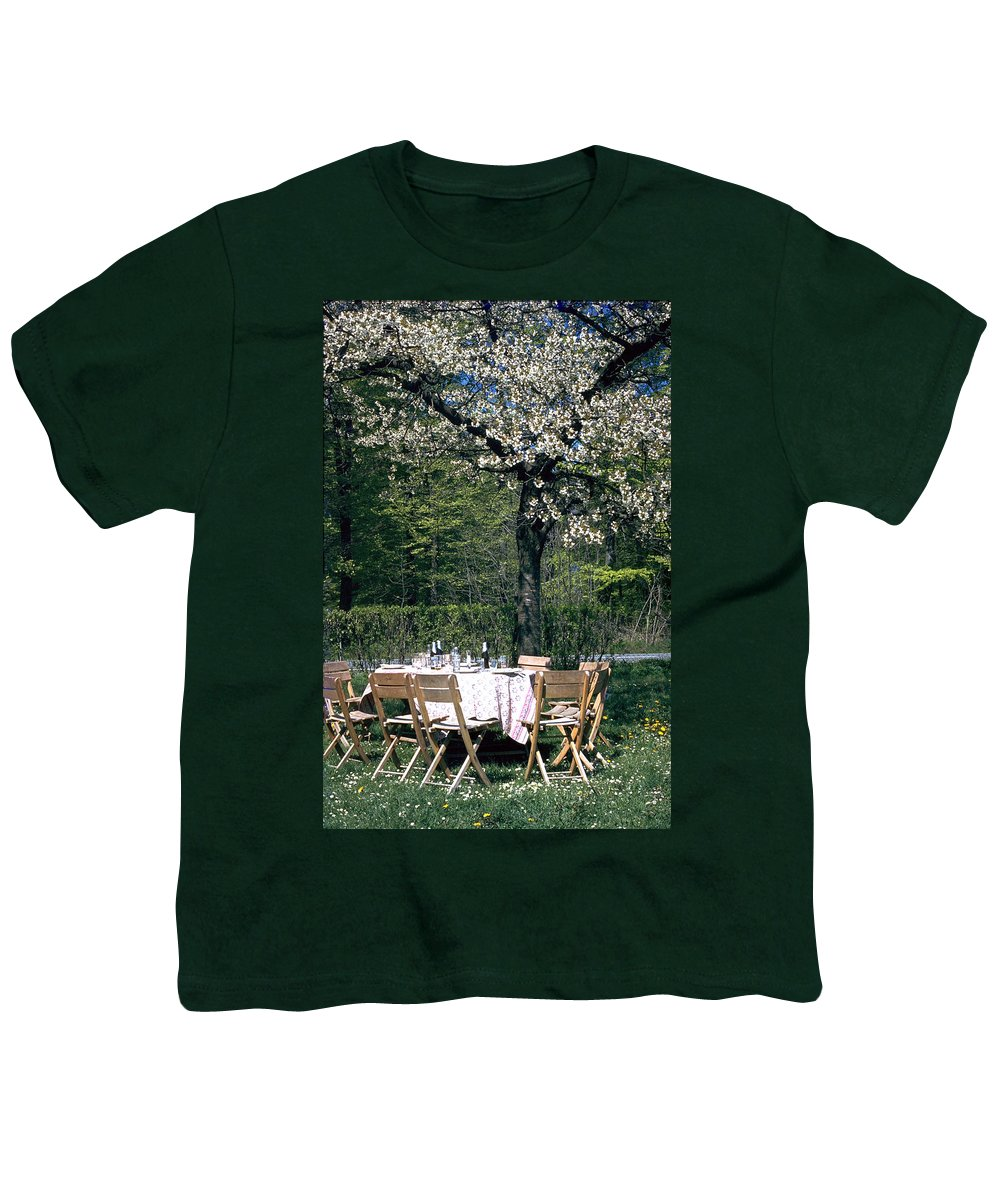 Lunch Youth T-Shirt featuring the photograph Lunch by Flavia Westerwelle