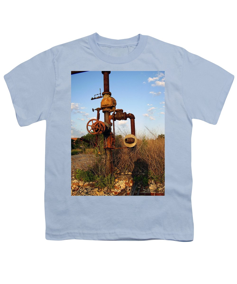 Pipes Youth T-Shirt featuring the photograph Still Here by Flavia Westerwelle