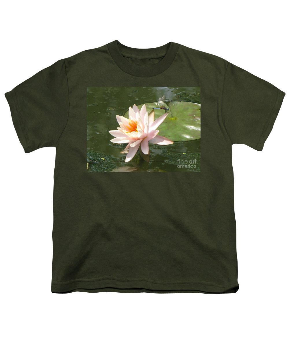 Dragon Fly Youth T-Shirt featuring the photograph Dragonfly Landing by Amanda Barcon