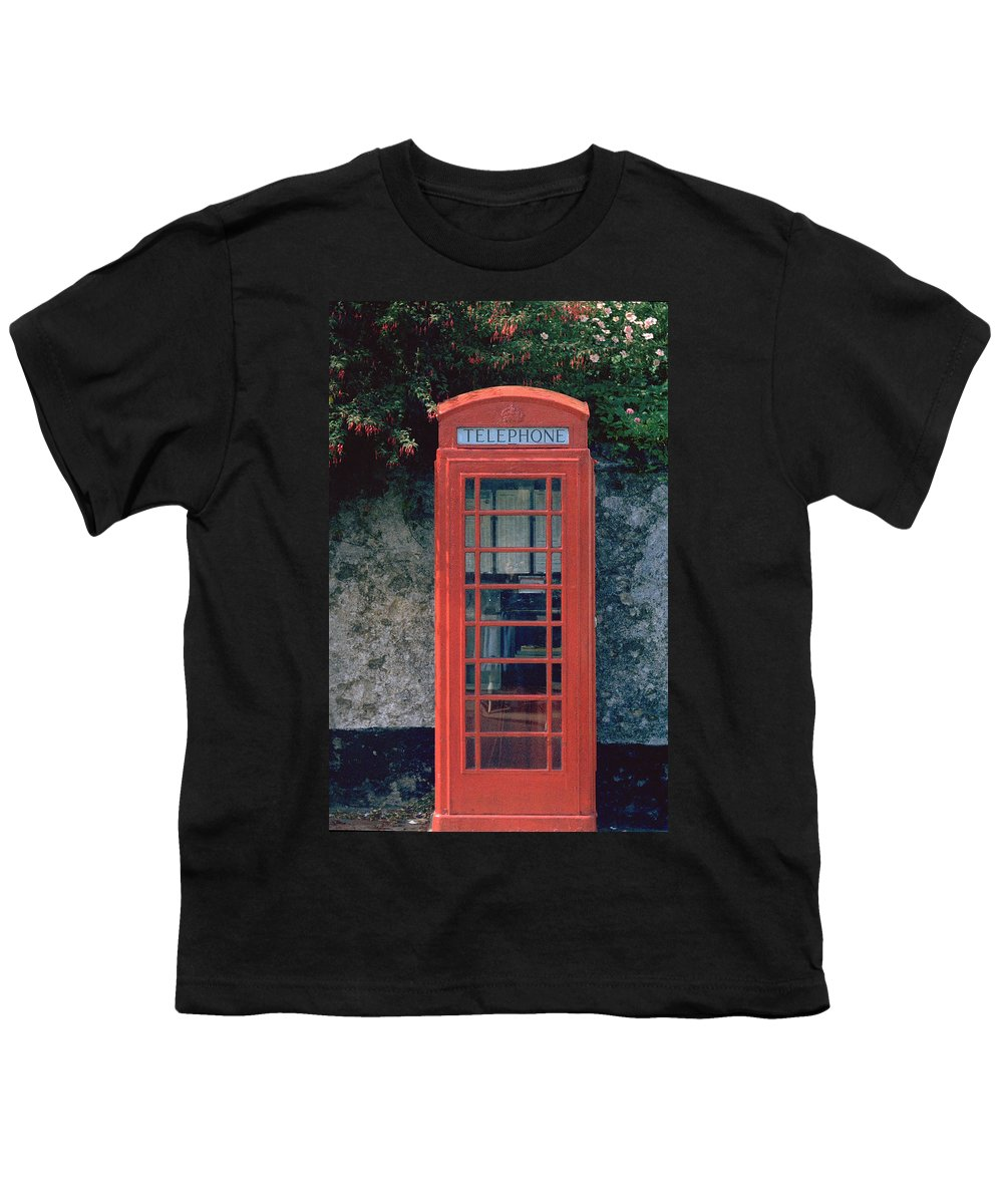 Great Britain Youth T-Shirt featuring the photograph Phone Booth by Flavia Westerwelle