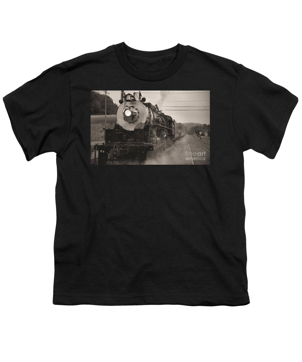Trains Youth T-Shirt featuring the photograph The 1702 At Dillsboro by Richard Rizzo