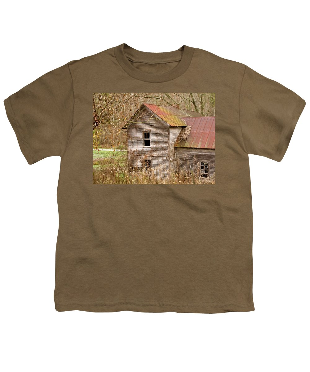 Abandoned Youth T-Shirt featuring the photograph Abandoned House With Colorful Roof by Douglas Barnett