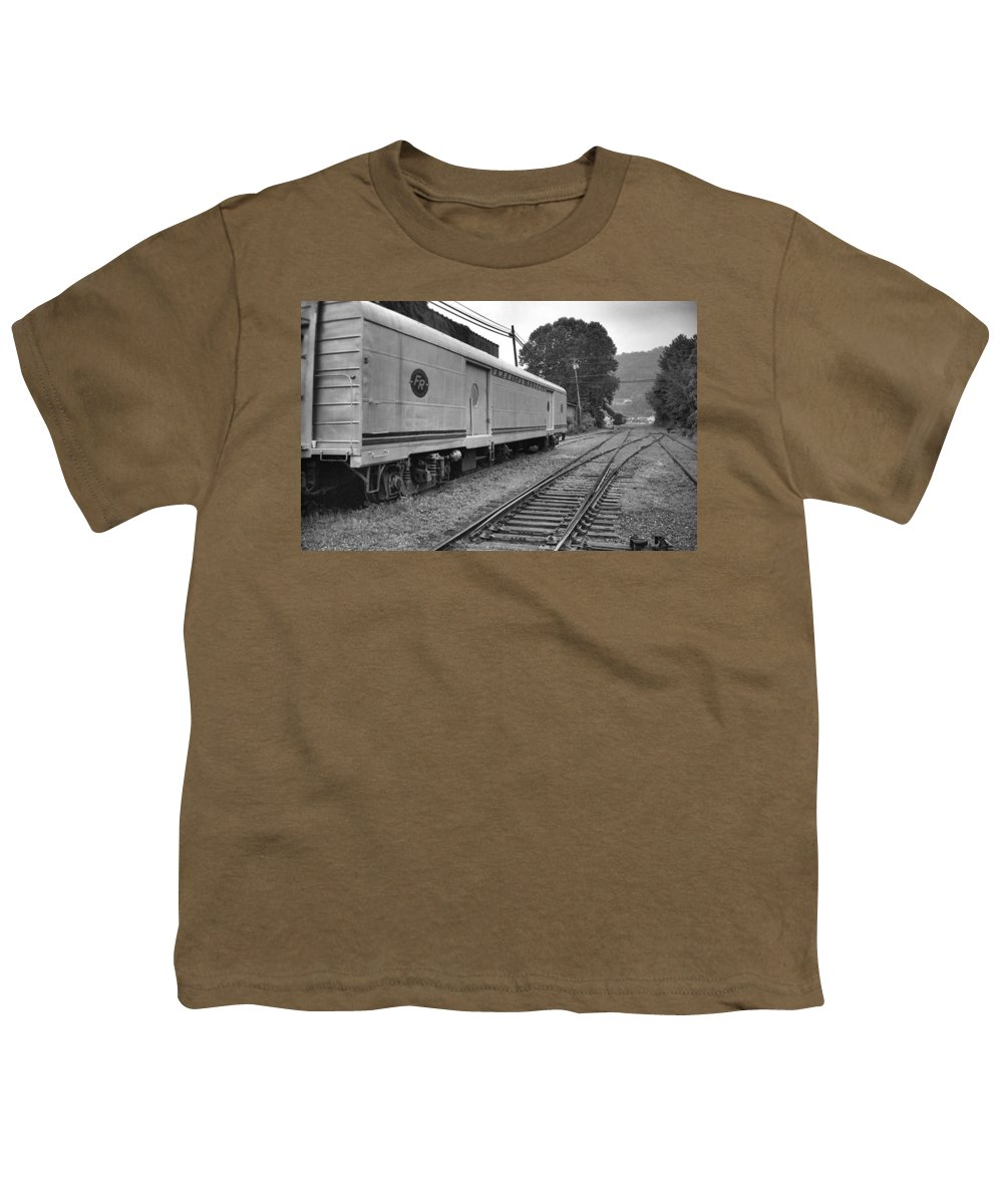 Trains Youth T-Shirt featuring the photograph American Federail by Richard Rizzo