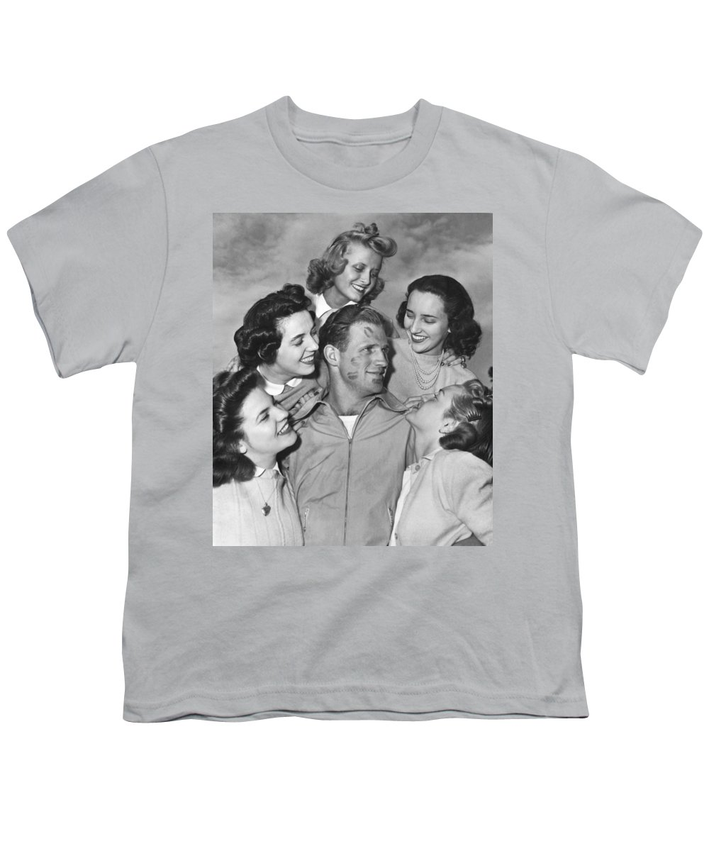 1930s Youth T-Shirt featuring the photograph Kissoff For The Navy by Underwood Archives