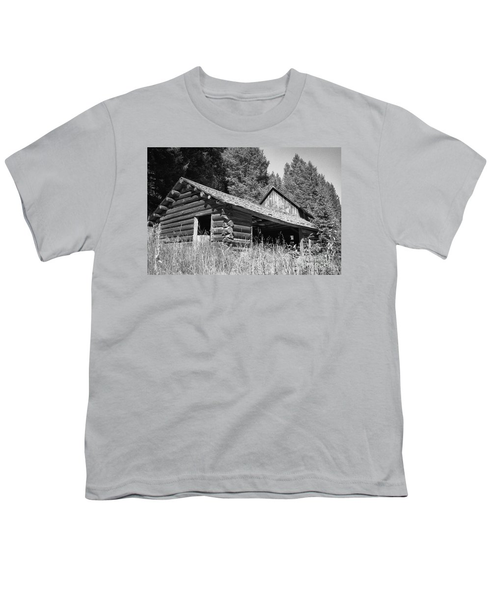 Cabin Youth T-Shirt featuring the photograph Abandoned Homestead by Richard Rizzo