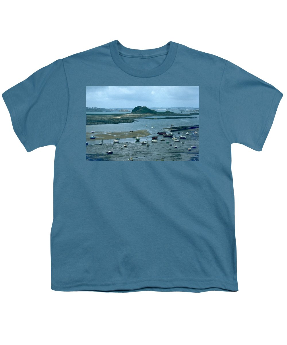 Low Tide Youth T-Shirt featuring the photograph Low Tide by Flavia Westerwelle