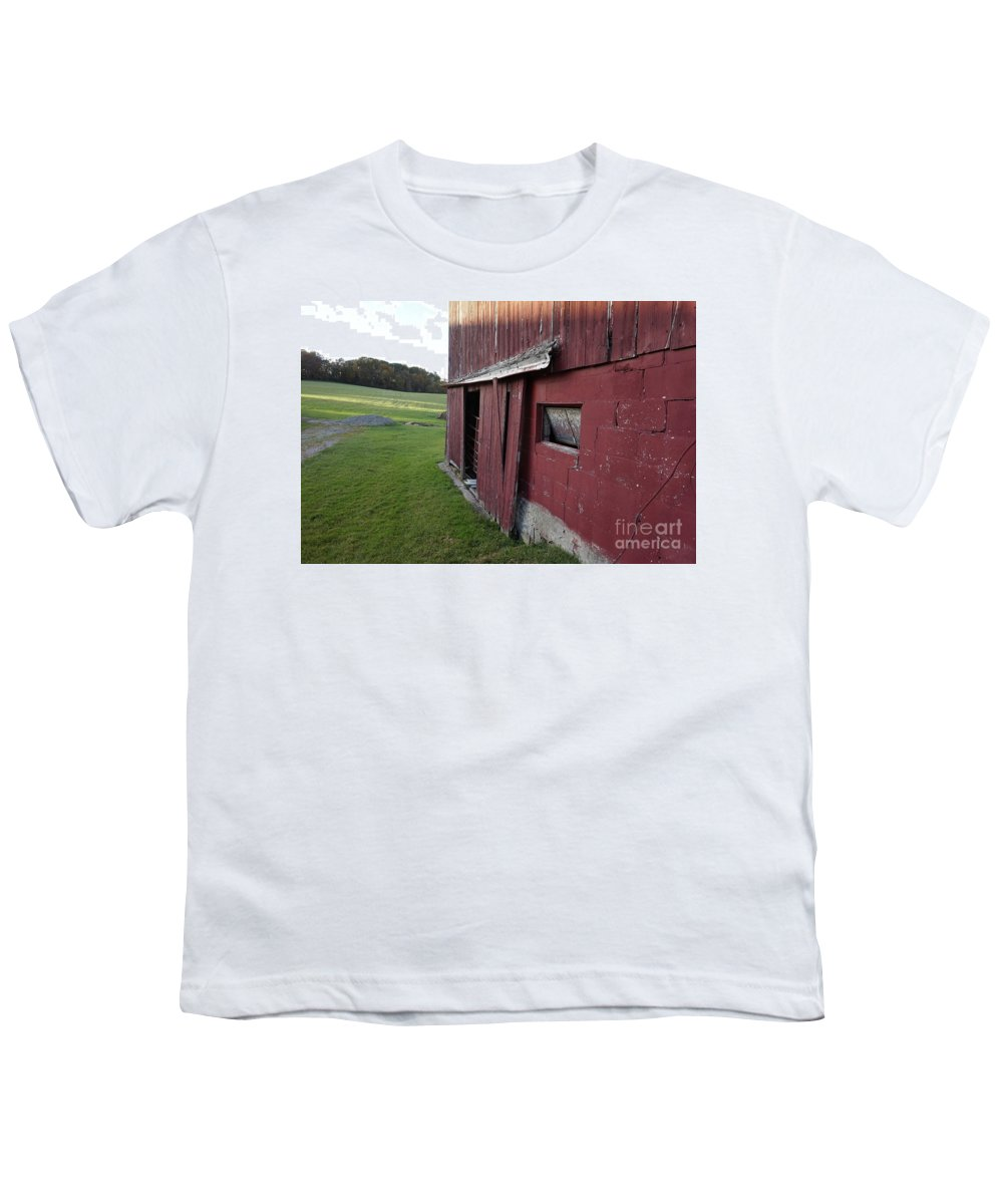 Old Red Barn Youth T-Shirt featuring the photograph Tattiebogle West by Chris Naggy