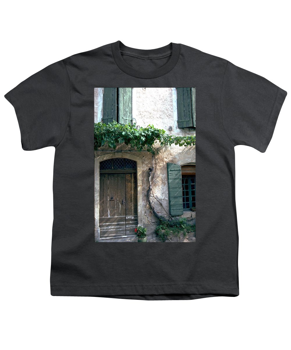 Grapevine Youth T-Shirt featuring the photograph Grapevine by Flavia Westerwelle