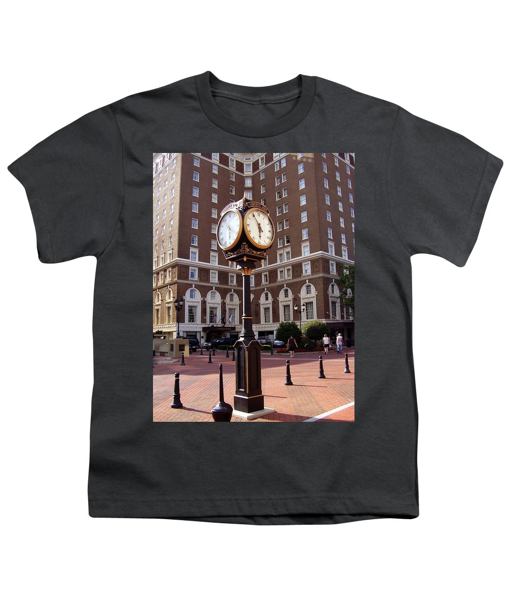 Poinsett Hotel Youth T-Shirt featuring the photograph Poinsett Hotel Greeenville Sc by Flavia Westerwelle