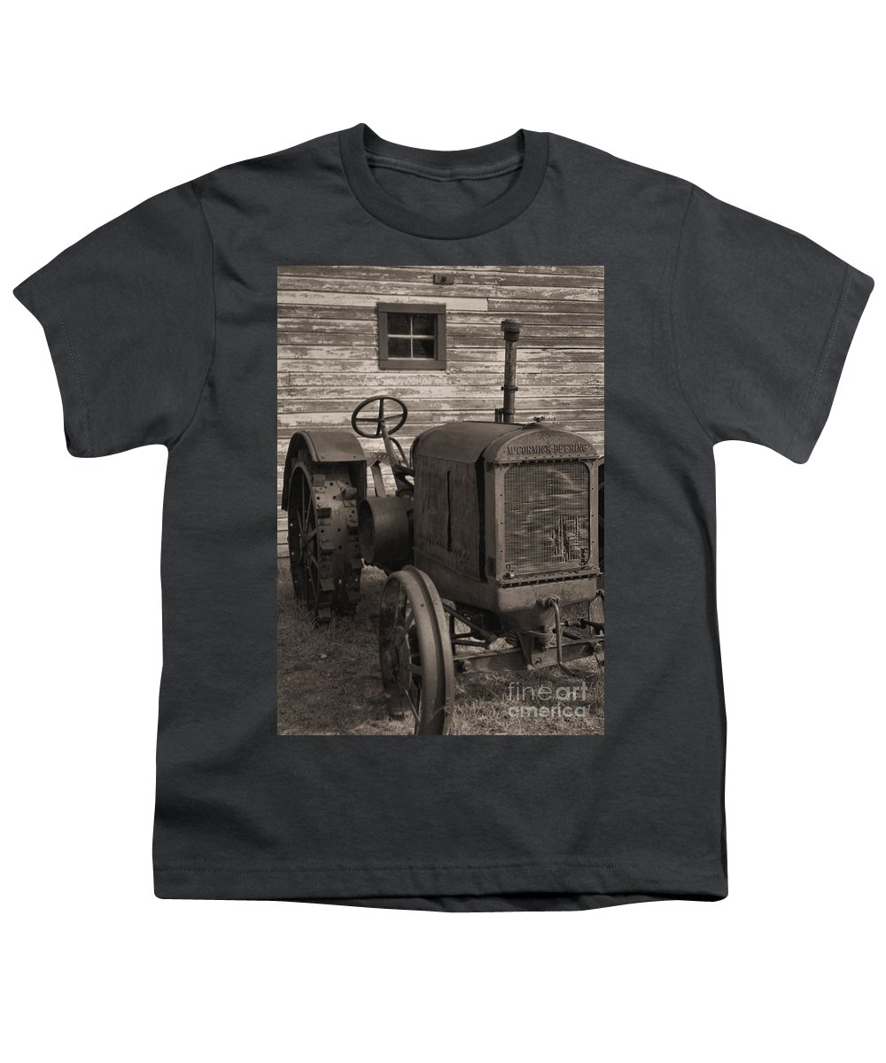 Abandoned Youth T-Shirt featuring the photograph The Old Mule by Richard Rizzo
