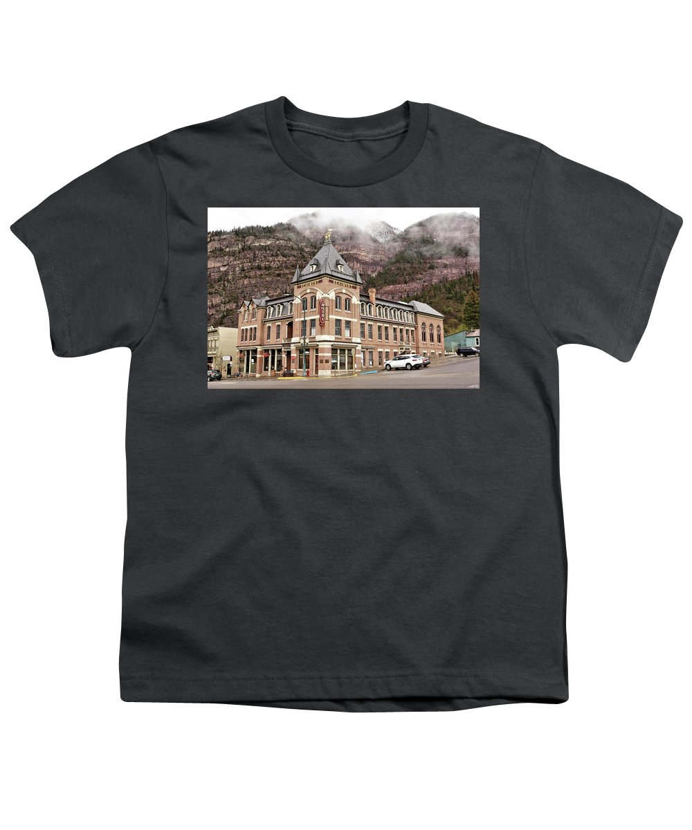 Building Youth T-Shirt featuring the photograph Ouray Colorado - Architecture - Hotel by John Trommer