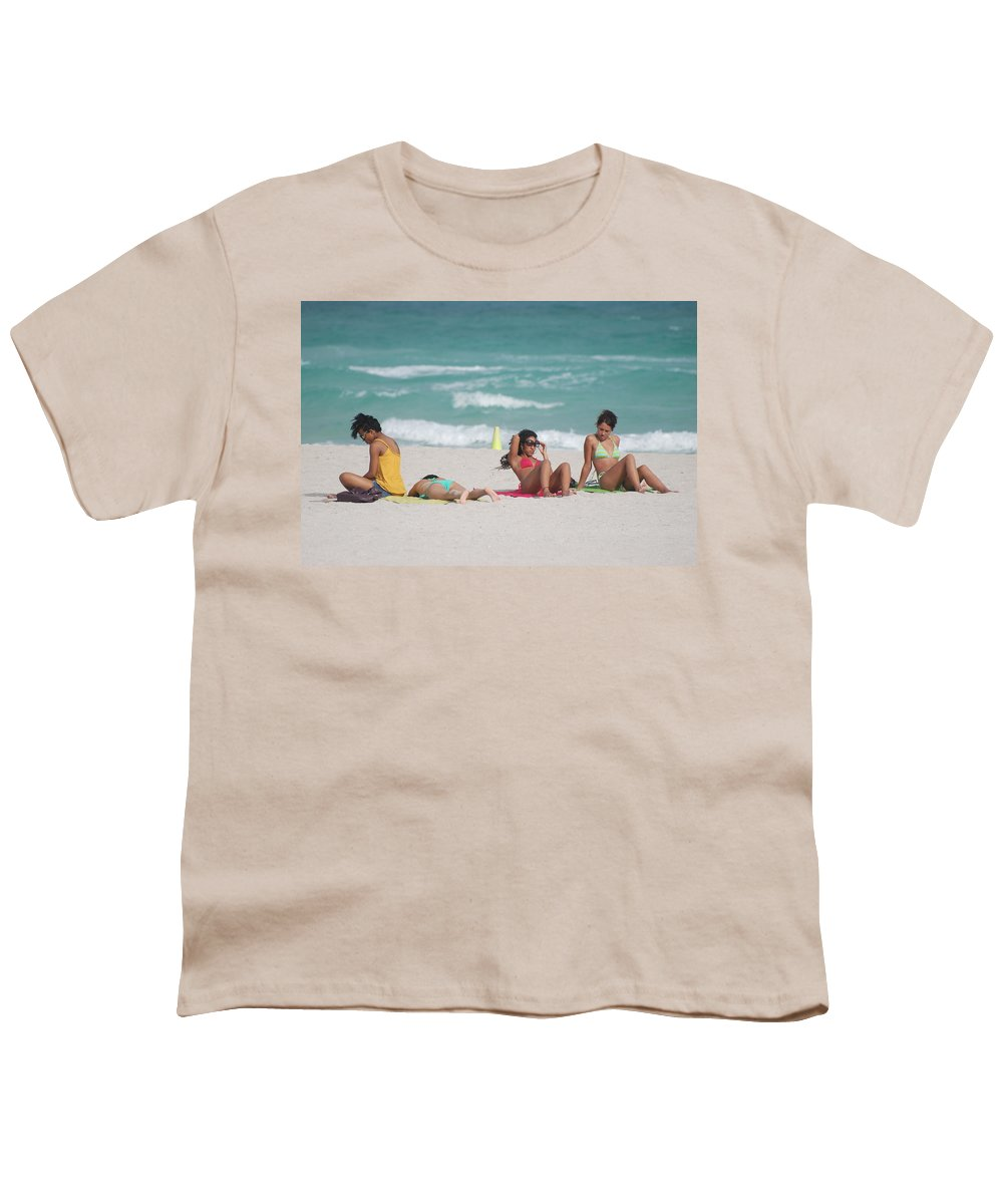 Sea Scape Youth T-Shirt featuring the photograph 3 Up 1 Down At The Beach by Rob Hans