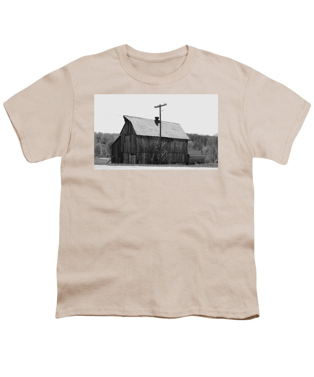 Barns Youth T-Shirt featuring the photograph Barn On The Side Of The Road by Angus Hooper Iii