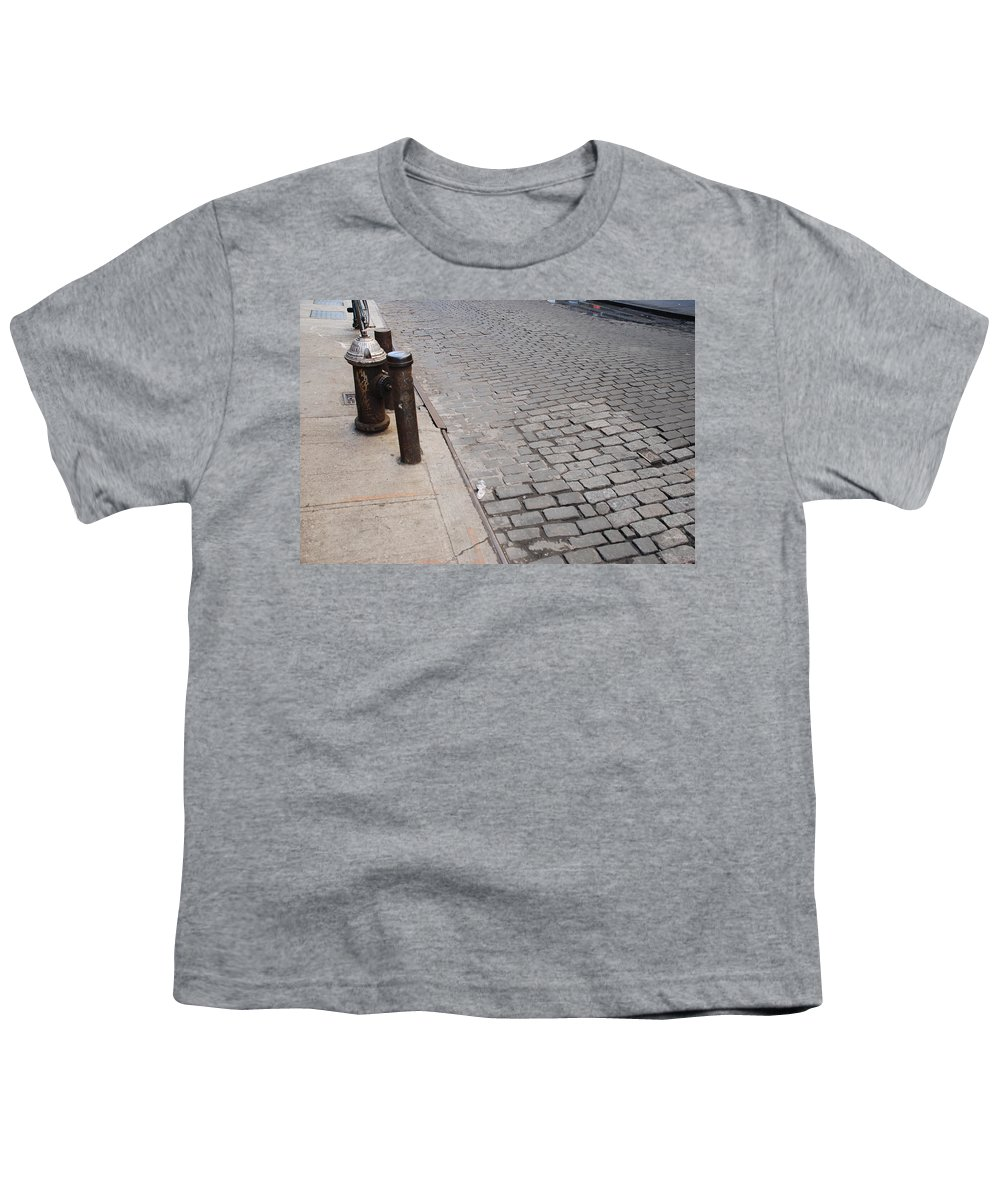 Architecture Youth T-Shirt featuring the photograph Forgotten N Y by Rob Hans
