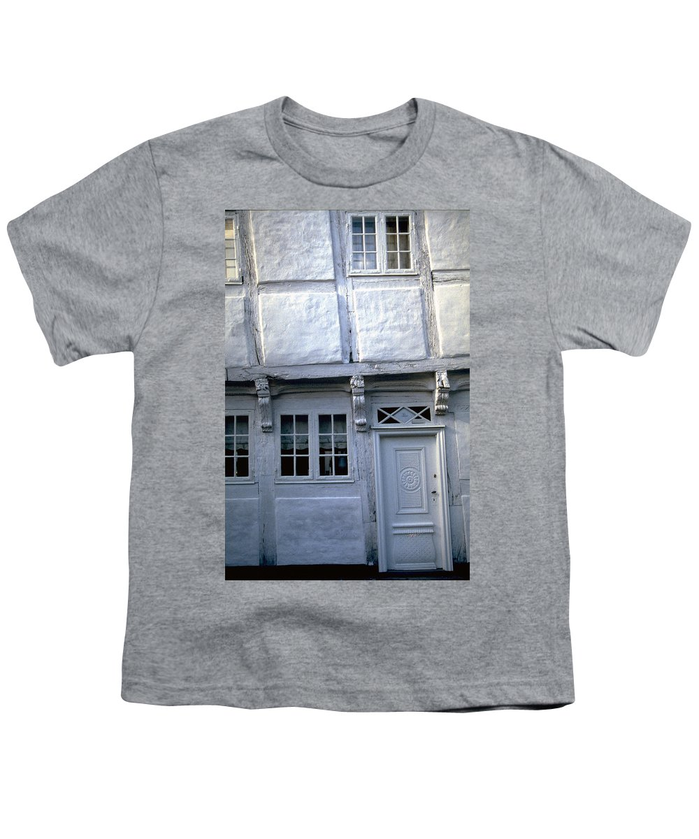 White House Youth T-Shirt featuring the photograph White House by Flavia Westerwelle