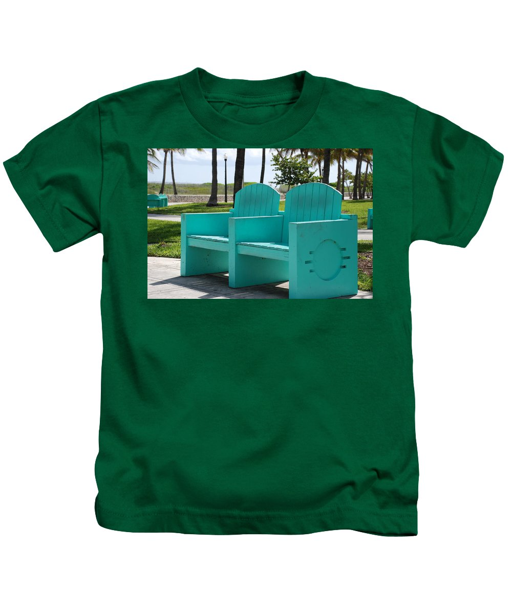 Art Deco Kids T-Shirt featuring the photograph South Beach Bench by Rob Hans
