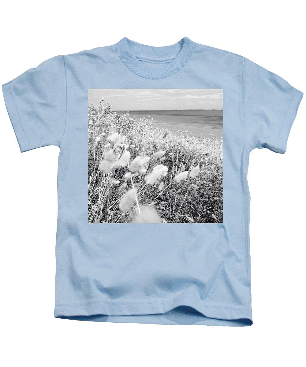 Grass Kids T-Shirt featuring the photograph Seaside Grass by Les Cunliffe
