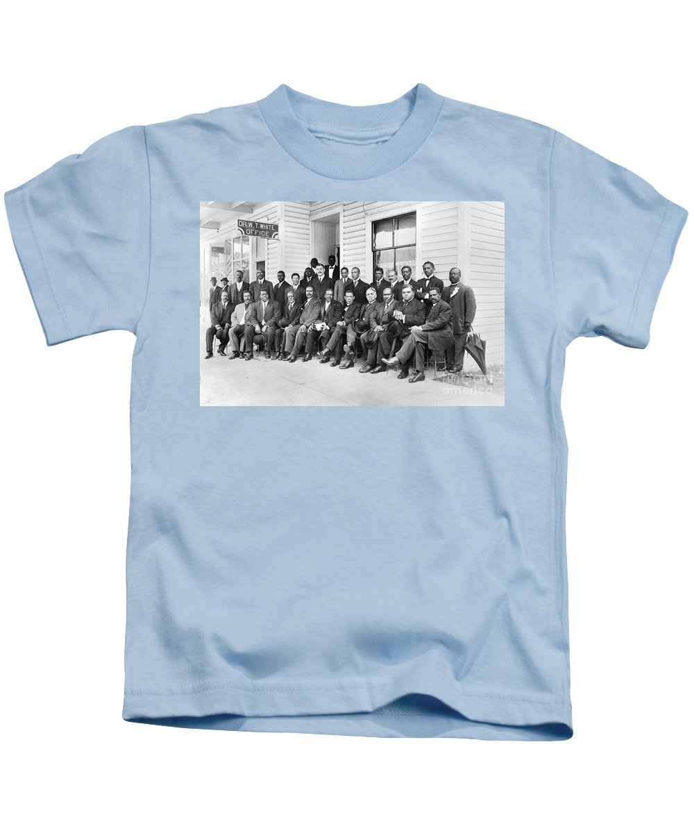 1915 Kids T-Shirt featuring the photograph Booker T. Washington by Granger