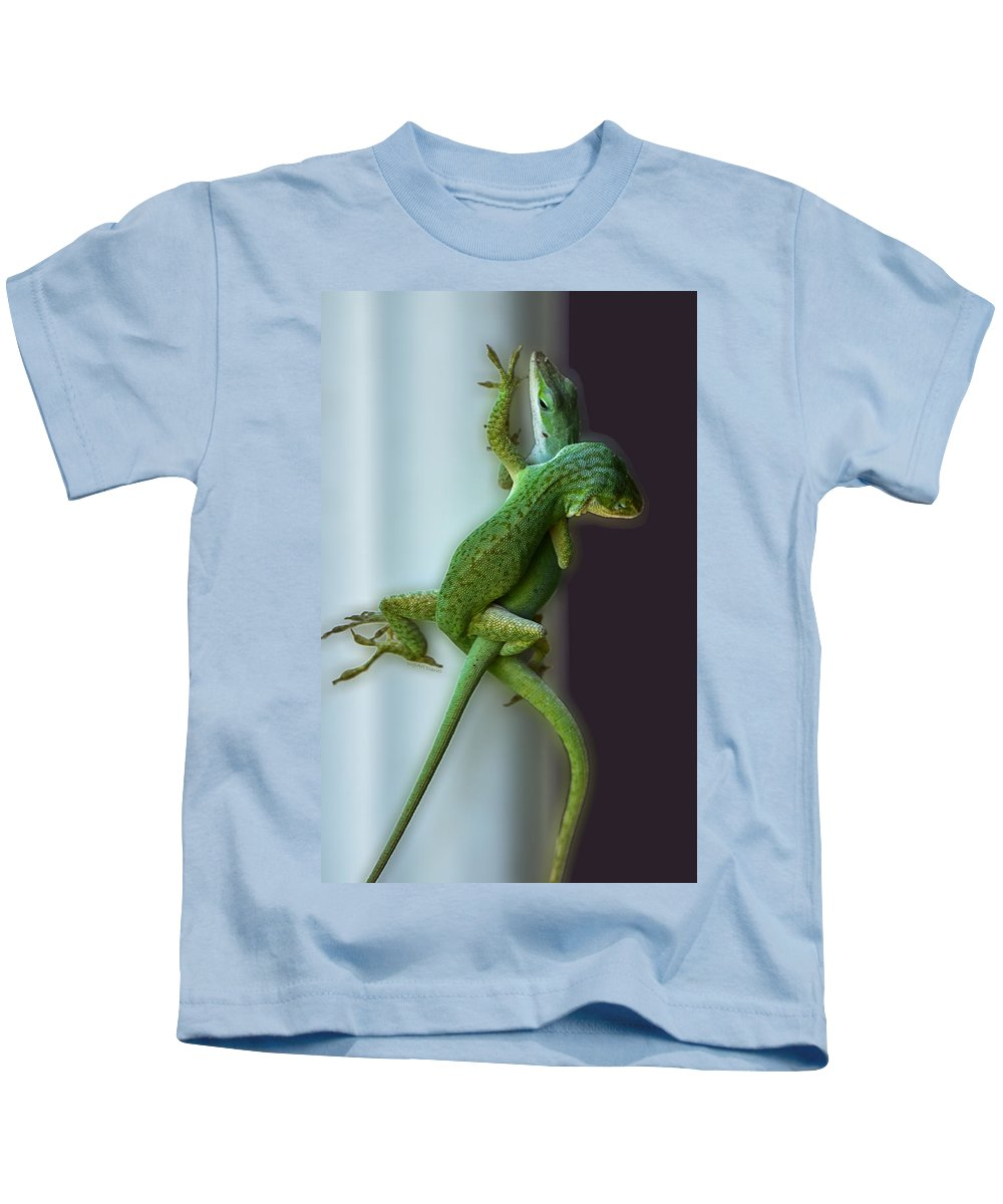 Anoles Kids T-Shirt featuring the photograph Anole Lovers by DigiArt Diaries by Vicky B Fuller