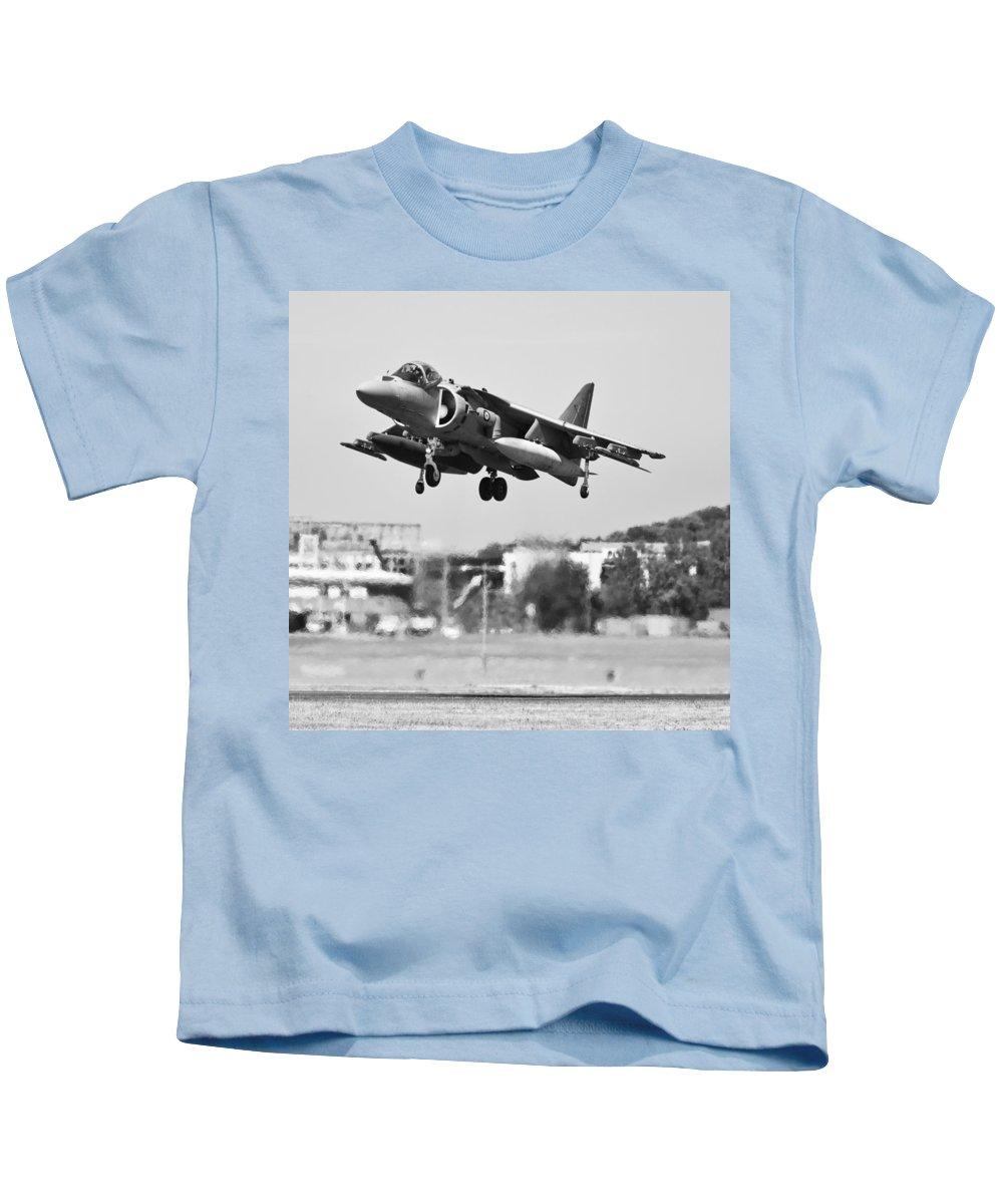 Harrier Kids T-Shirt featuring the photograph Av-8b Harrier II by Maj Seda