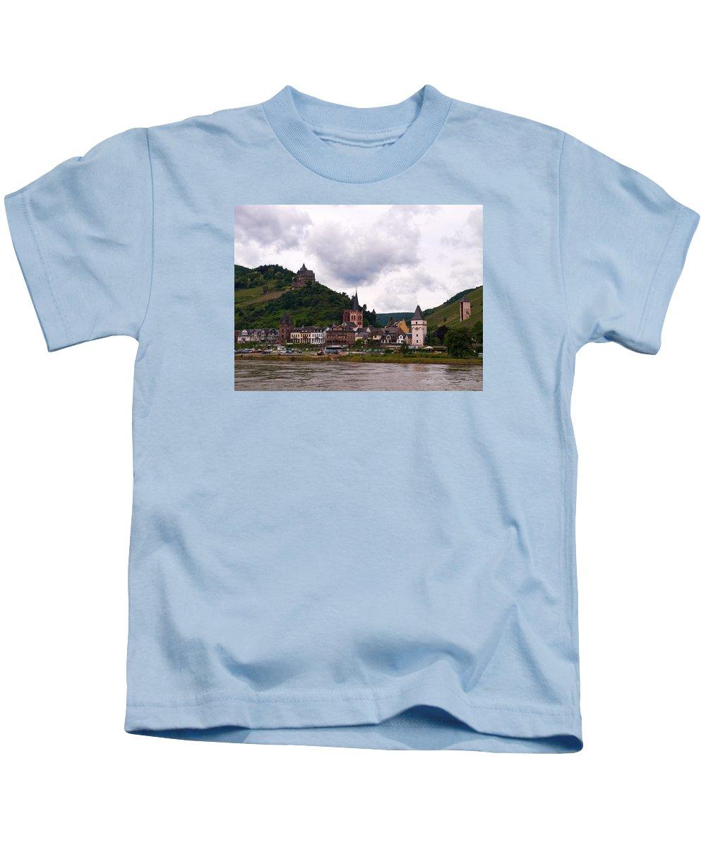 Alankomaat Kids T-Shirt featuring the photograph Bacharach Am Rhein And Burg Stahleck by Jouko Lehto
