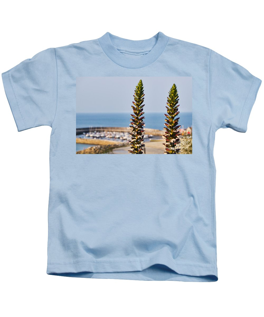 Bear's Breeches Kids T-Shirt featuring the photograph Bear's Breeches by Susie Peek
