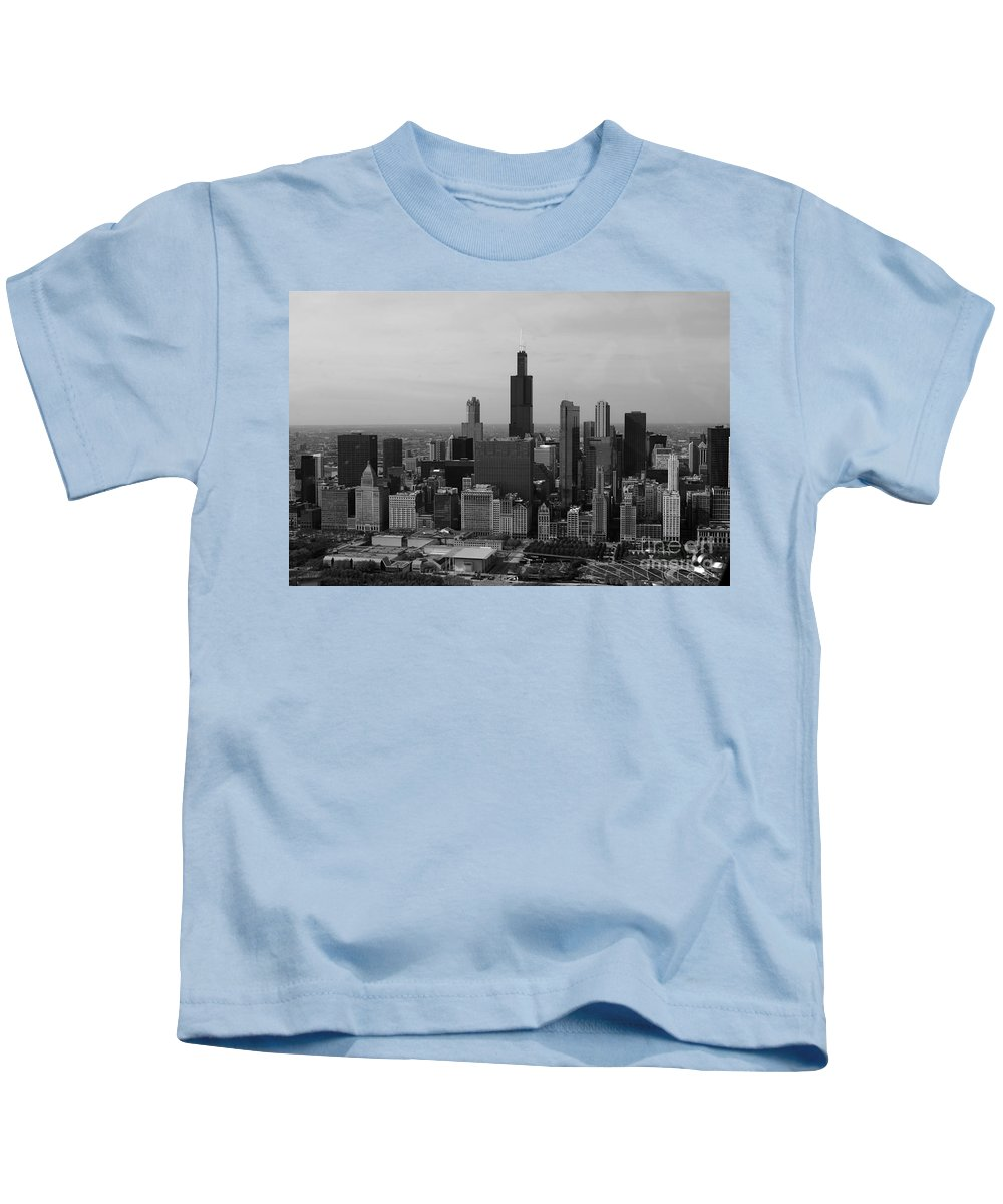 Black And White Kids T-Shirt featuring the photograph Chicago Looking West 01 Black And White by Thomas Woolworth