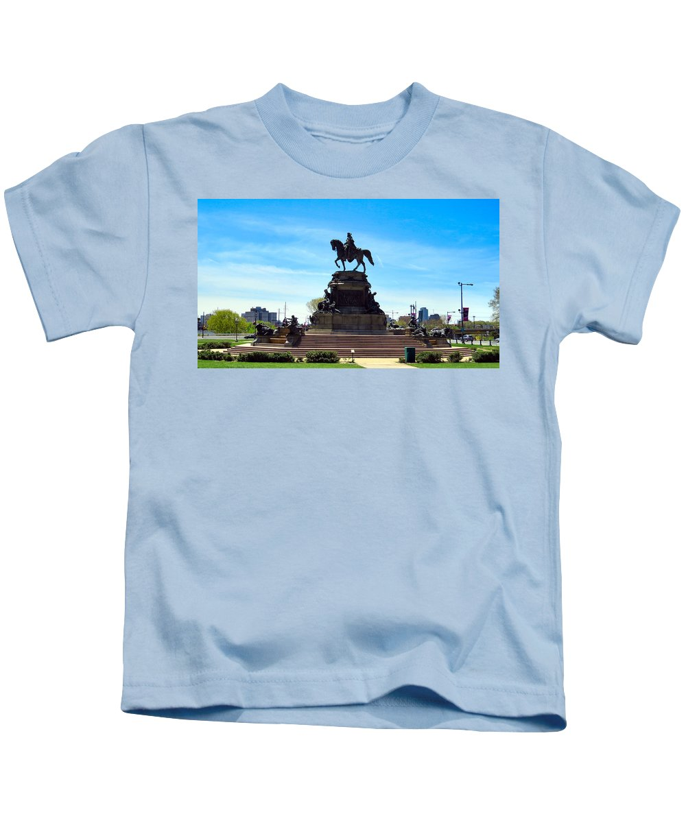 Span Kids T-Shirt featuring the photograph George Washington Monument by Art Dingo