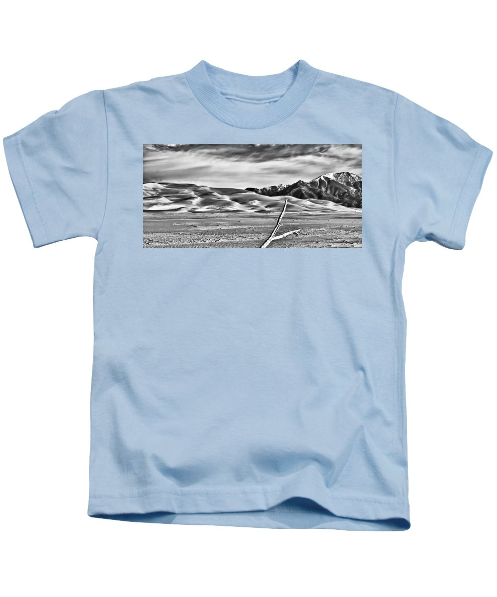 Great Sand Dunes National Monument Kids T-Shirt featuring the photograph Great Sand Dunes 1 by Ron White