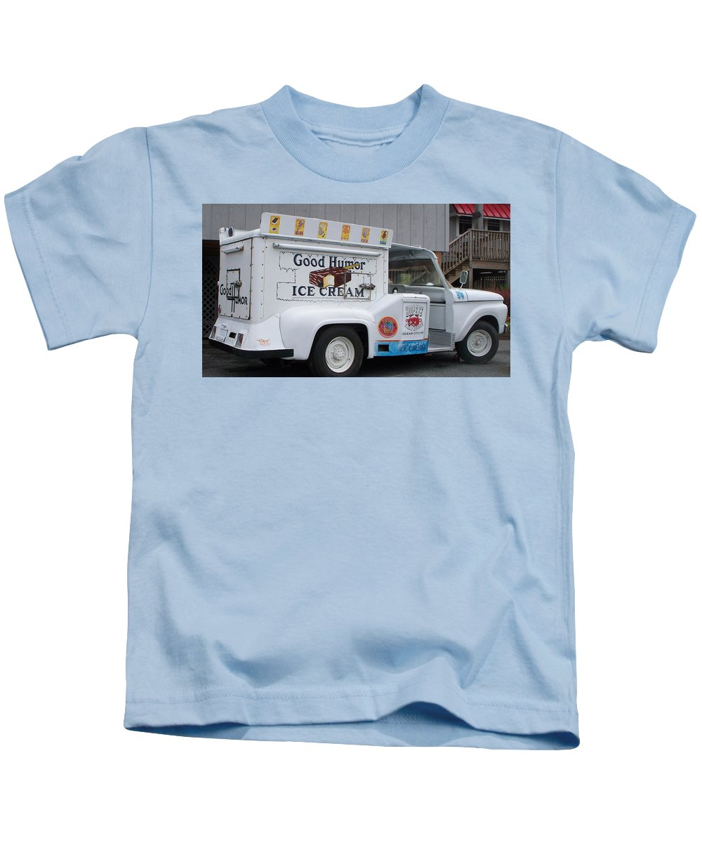 Ice Cream Truck Kids T-Shirt featuring the photograph Ice Cream Truck by Eric Schiabor