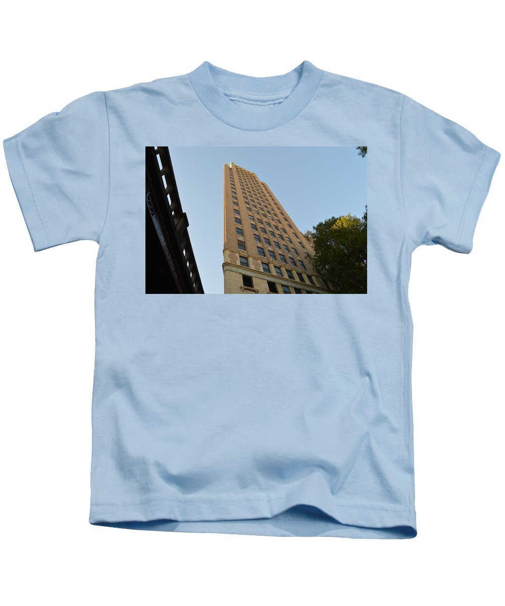 Architecture Kids T-Shirt featuring the photograph Navarro St Illusion by Shawn Marlow