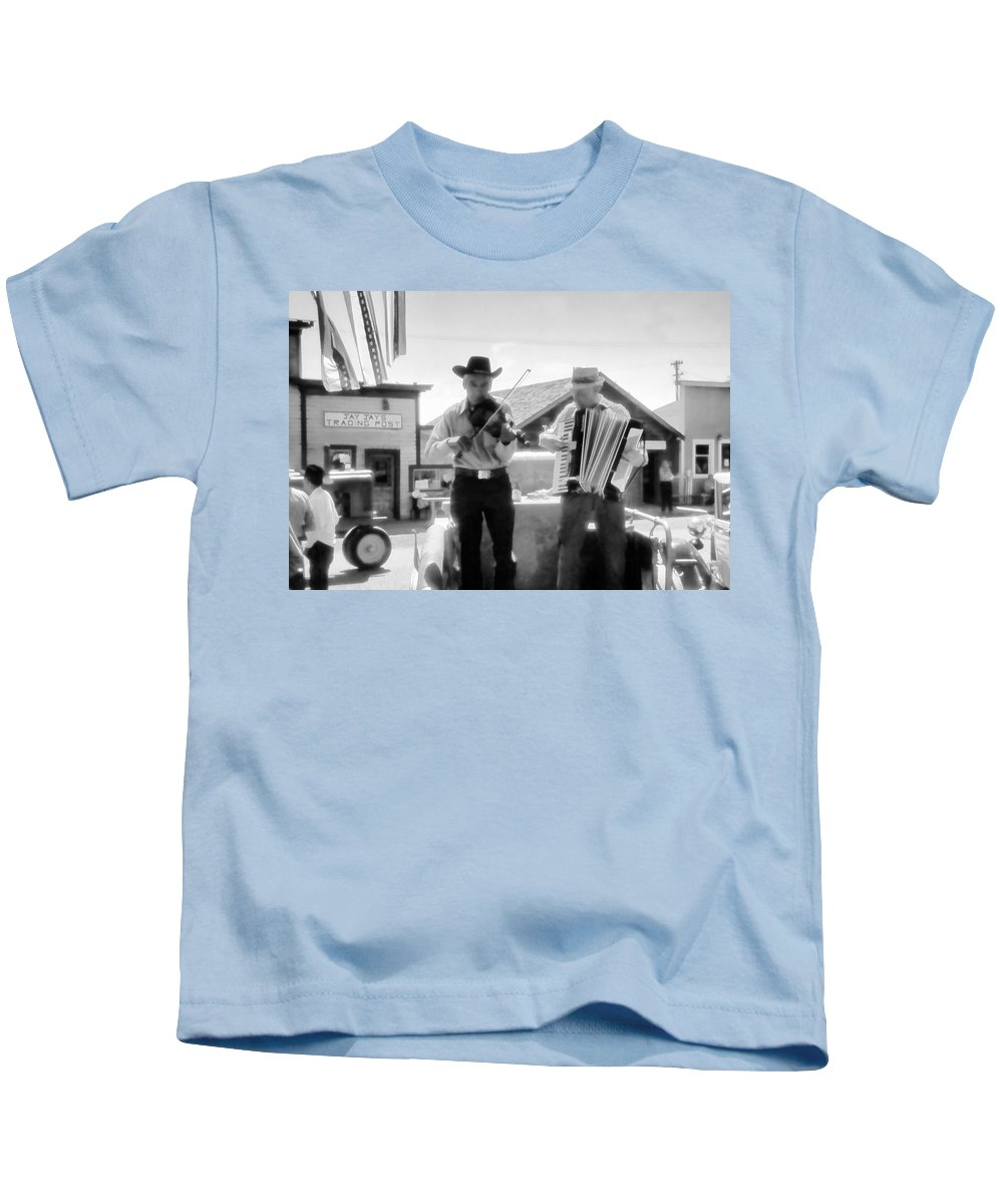 Fiddler Kids T-Shirt featuring the photograph Old Time Musicians Bw by Cathy Anderson