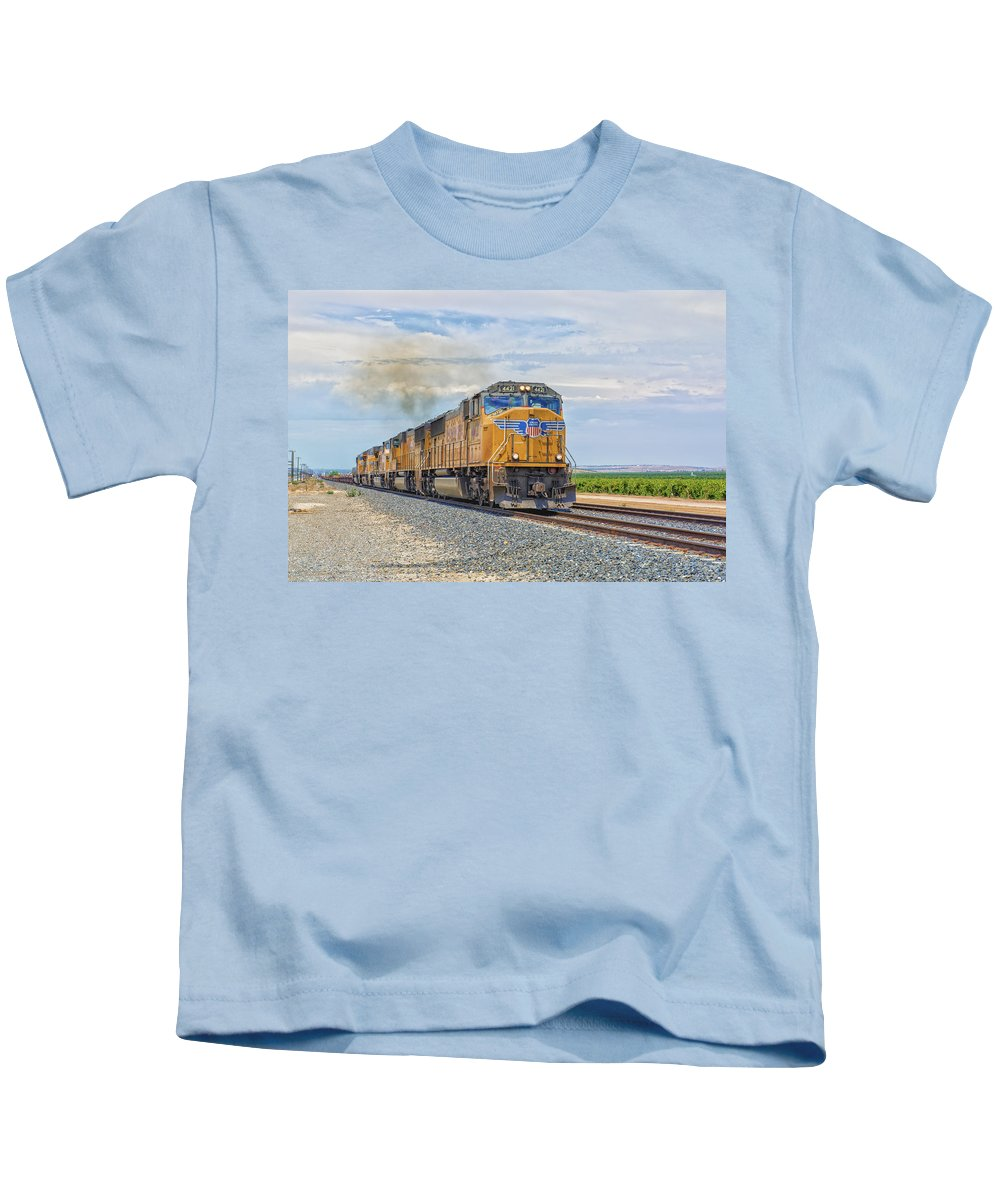 Bakersfield Kids T-Shirt featuring the photograph Up4421 by Jim Thompson