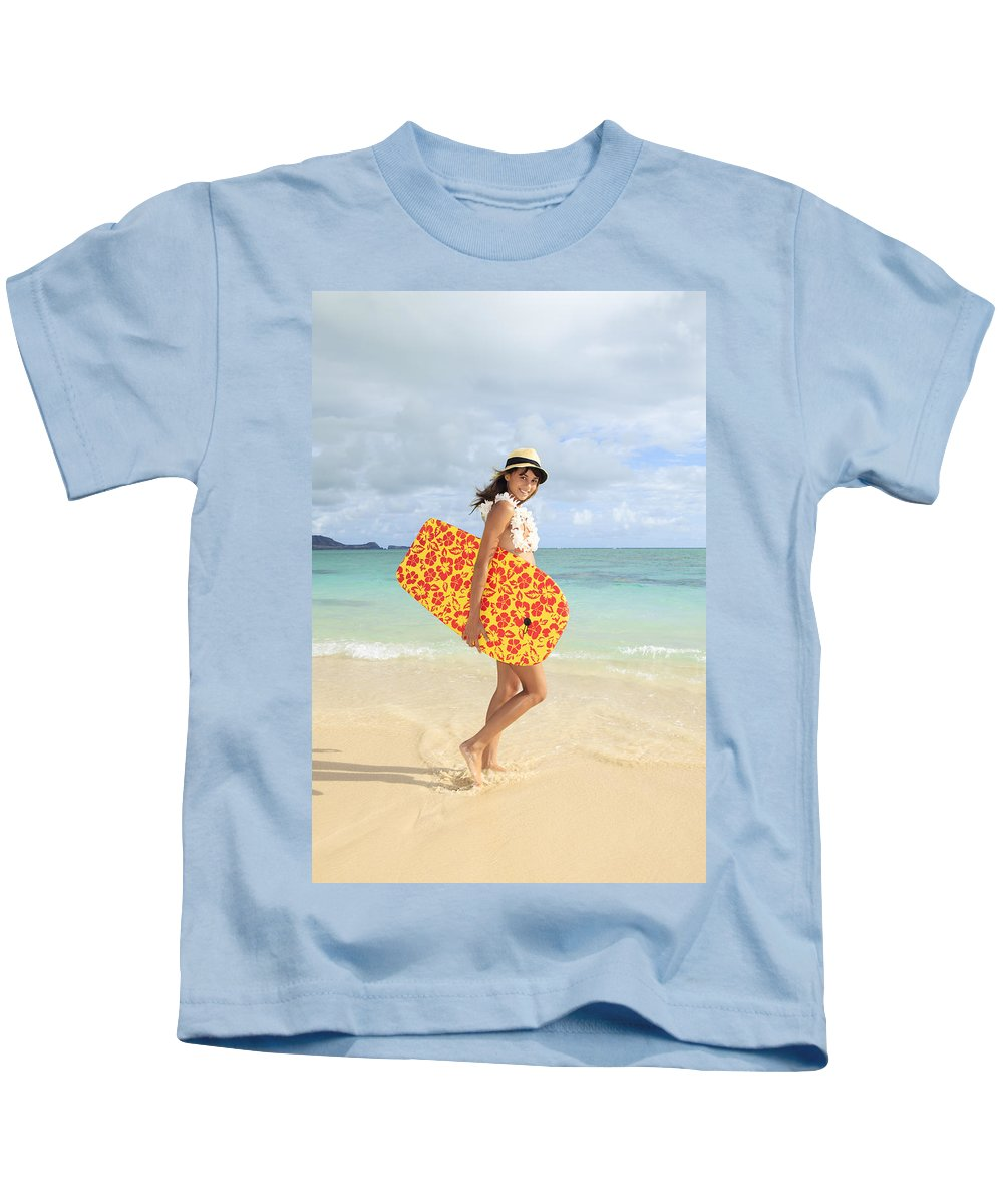 Active Kids T-Shirt featuring the photograph Beach Day by Tomas del Amo - Printscapes
