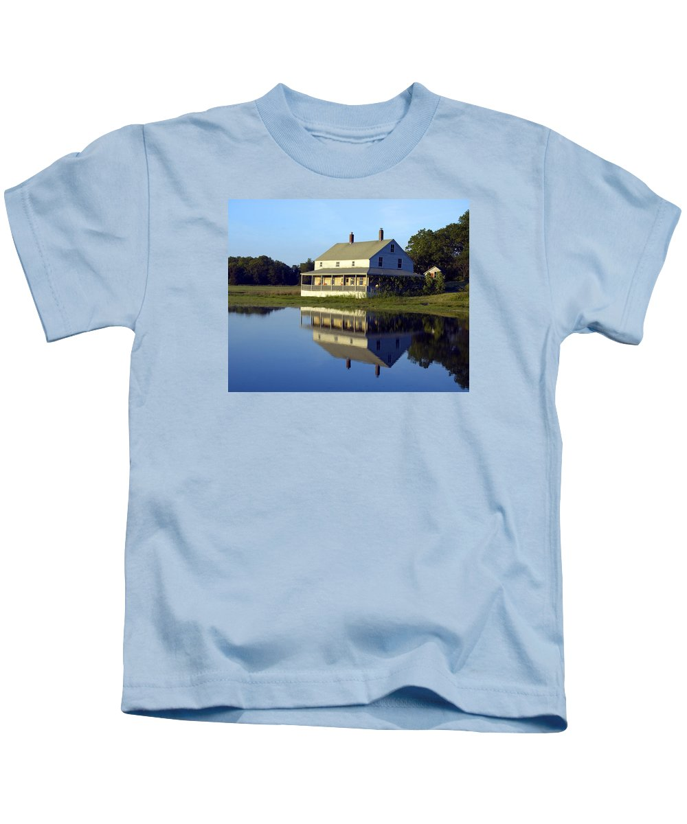 Burnham House Kids T-Shirt featuring the photograph Burnham House by Dave Saltonstall