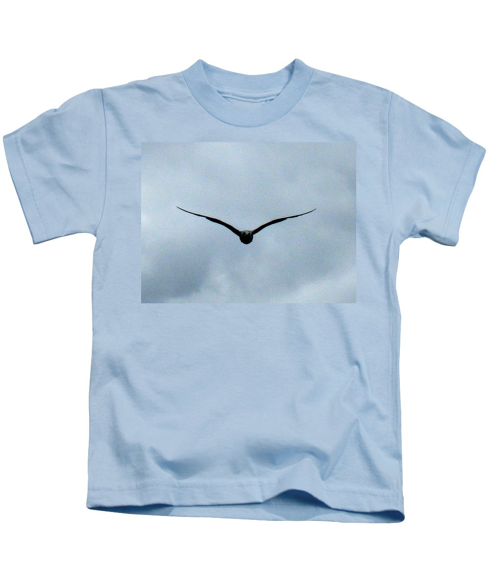 Seagull Kids T-Shirt featuring the photograph Head On by Linda Hutchins