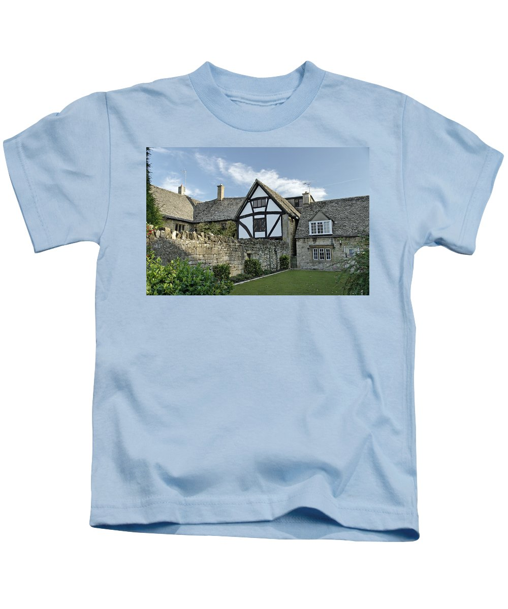 Britain Kids T-Shirt featuring the photograph Stone Cottages In Broadway - Gloucestershire by Rod Johnson