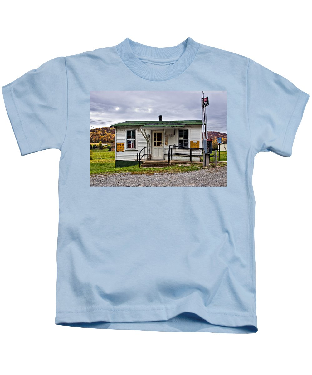 Glady Kids T-Shirt featuring the photograph The Heart Of Glady by Steve Harrington