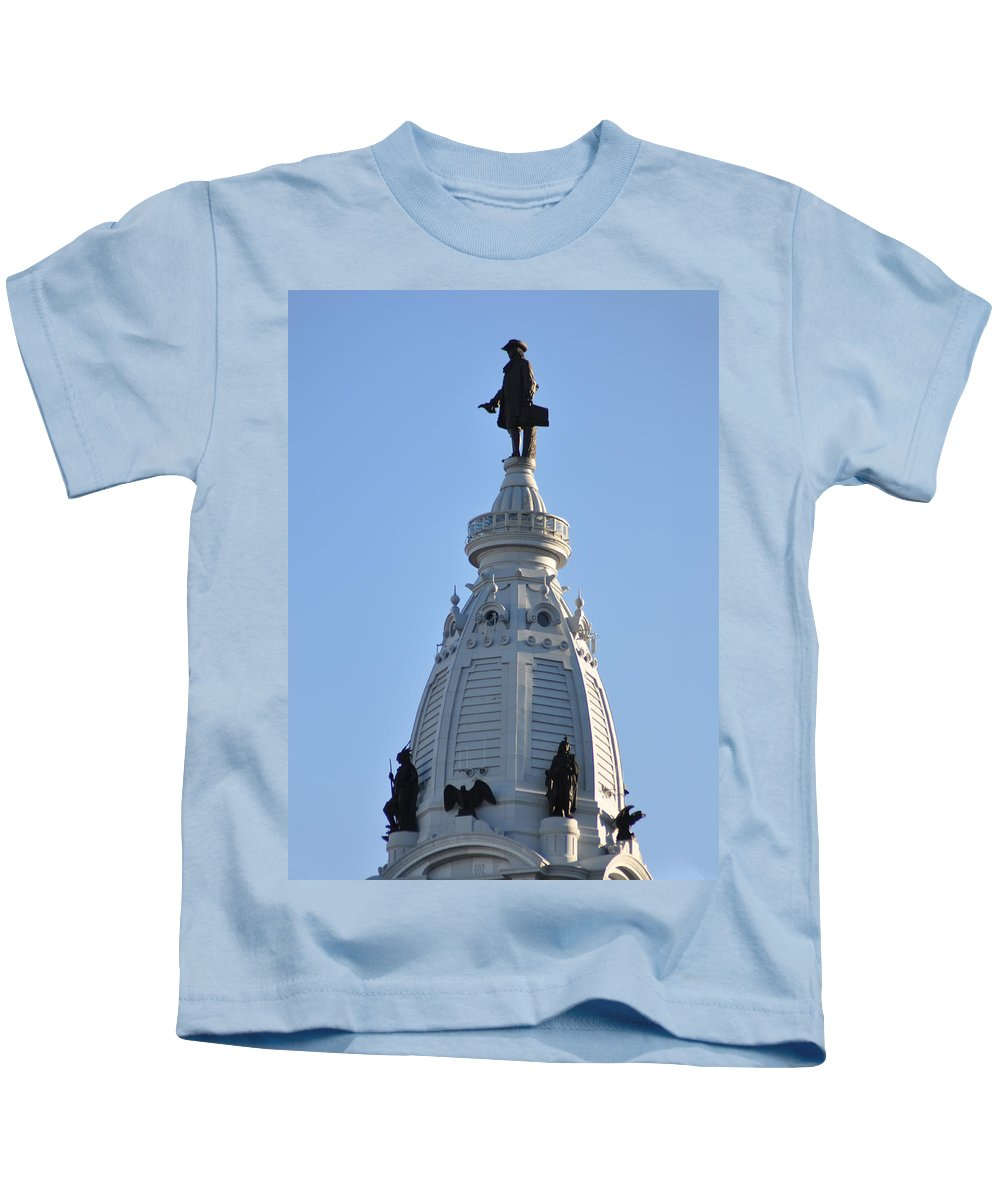 William Penn Kids T-Shirt featuring the photograph William Penn - On Top Of City Hall by Bill Cannon