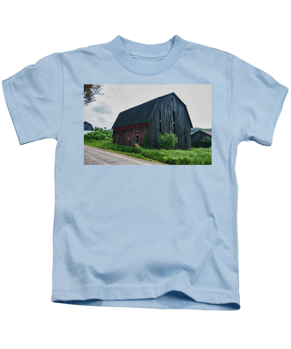 Barn Kids T-Shirt featuring the photograph Wyoming County 5673c by Guy Whiteley