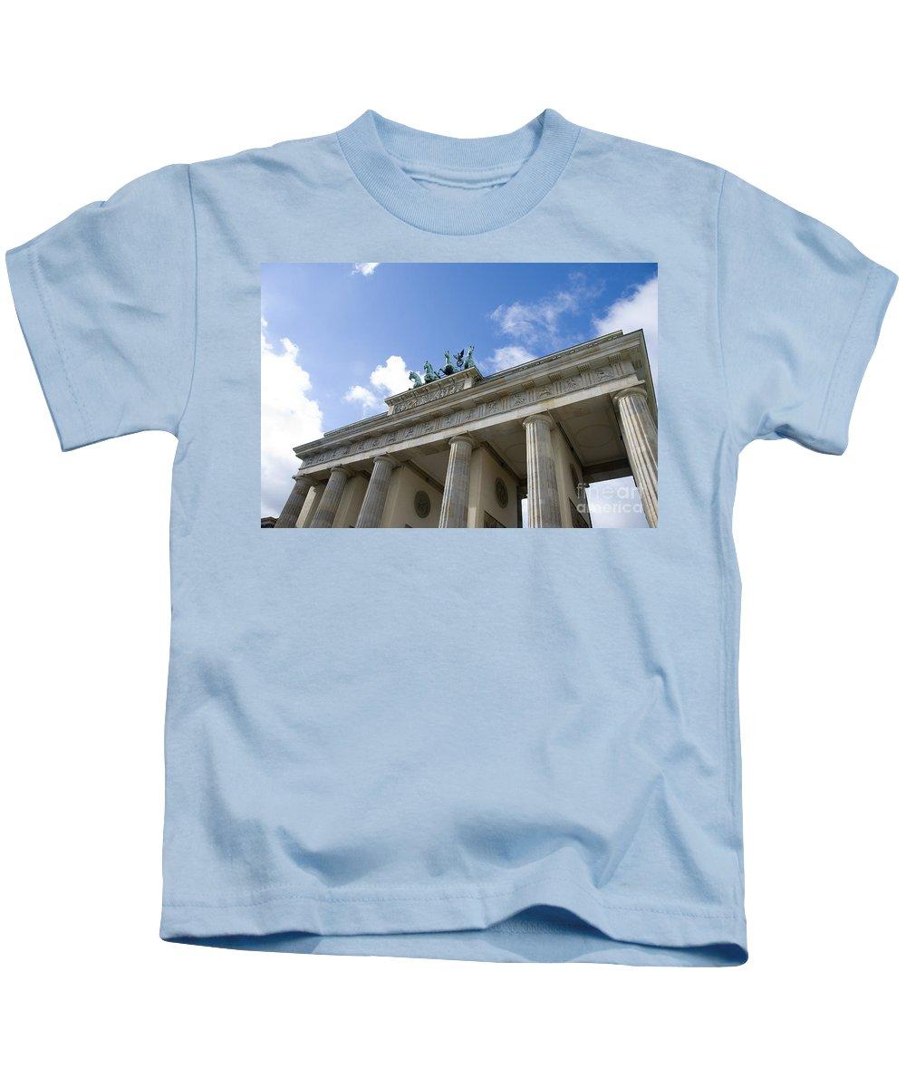 Berlin Kids T-Shirt featuring the photograph Berlin Brandenburger Tor by Compuinfoto