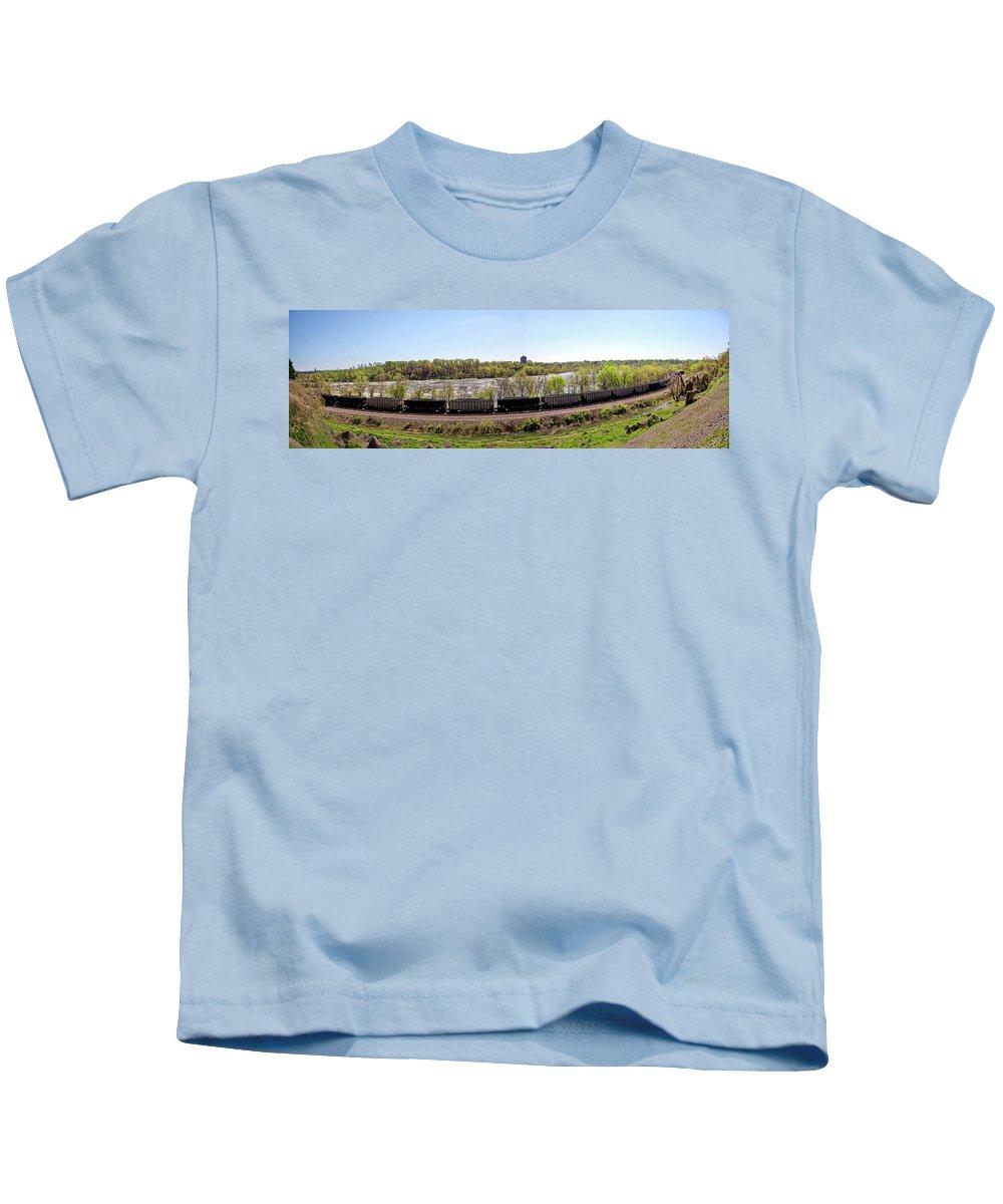 Richmond Kids T-Shirt featuring the photograph Coal Train by Noel Baebler