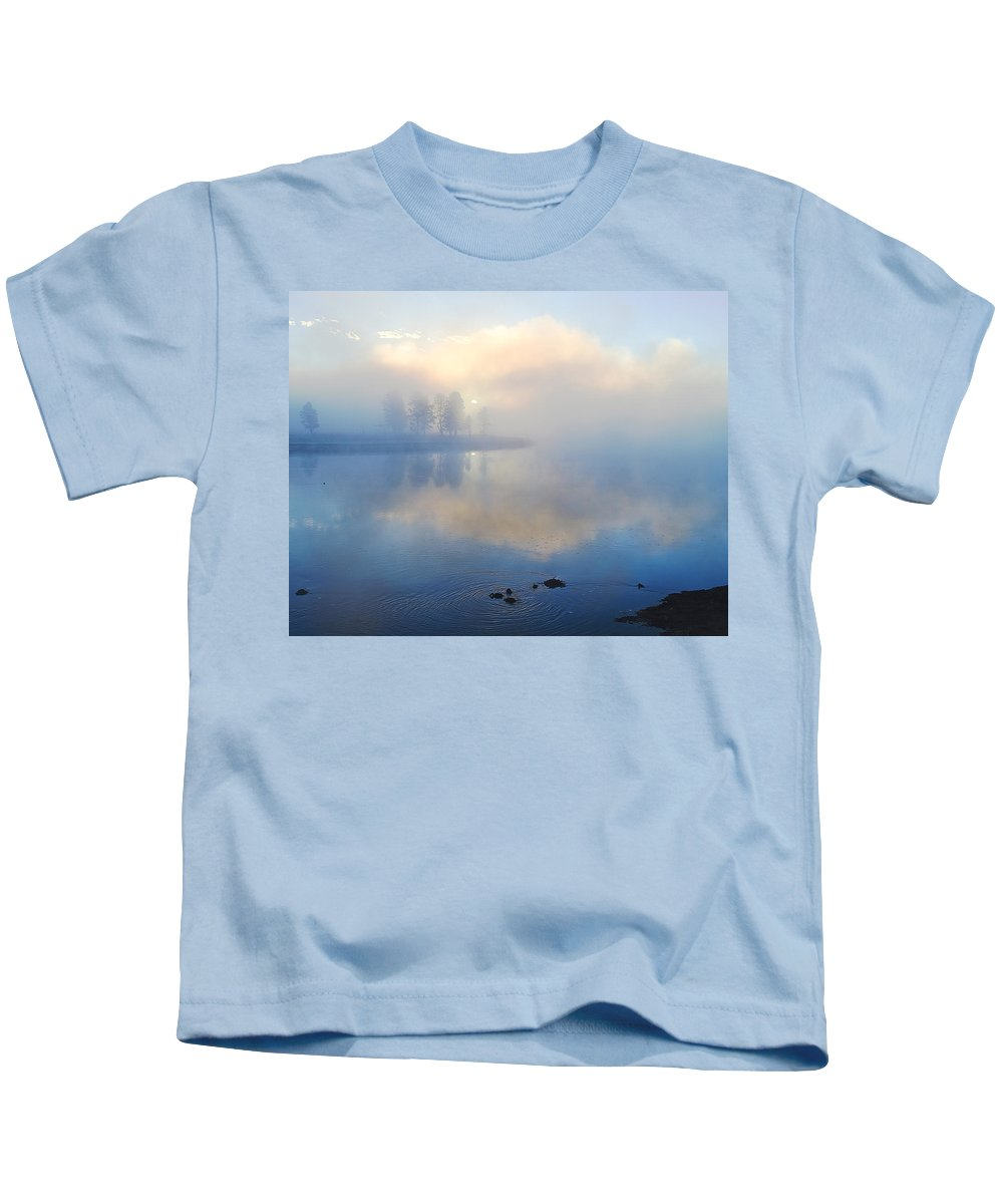 Wyoming Kids T-Shirt featuring the photograph Daybreak At Alum Creek by Virginia Kickle
