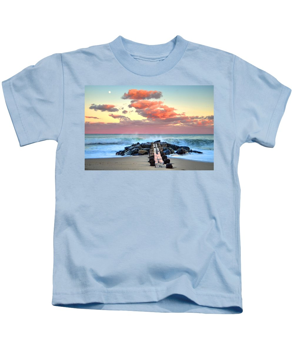 Bay Head Kids T-Shirt featuring the photograph Early Evening At The Beach by Bob Cuthbert