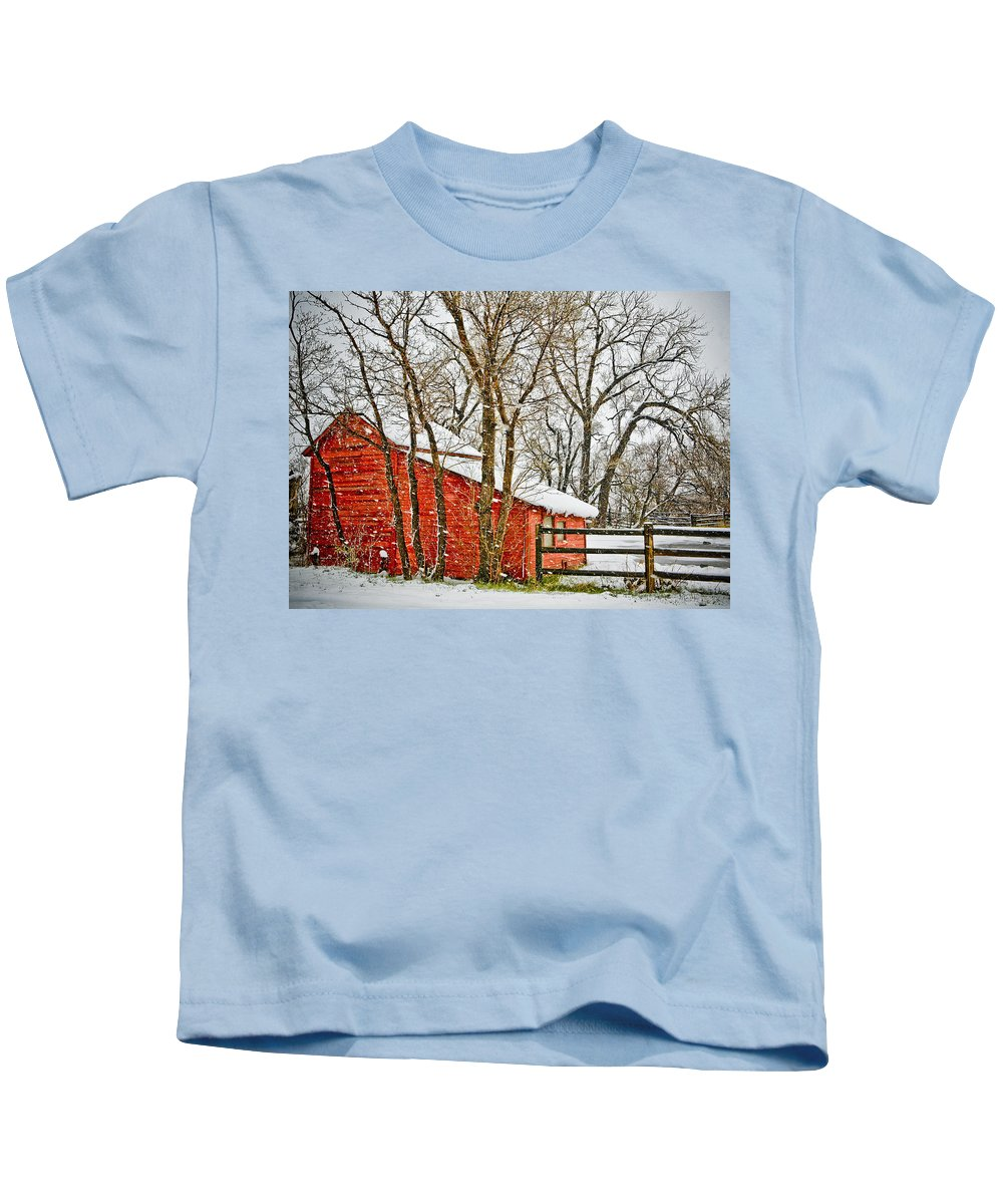 Americana Kids T-Shirt featuring the photograph Loafing Shed by Marilyn Hunt