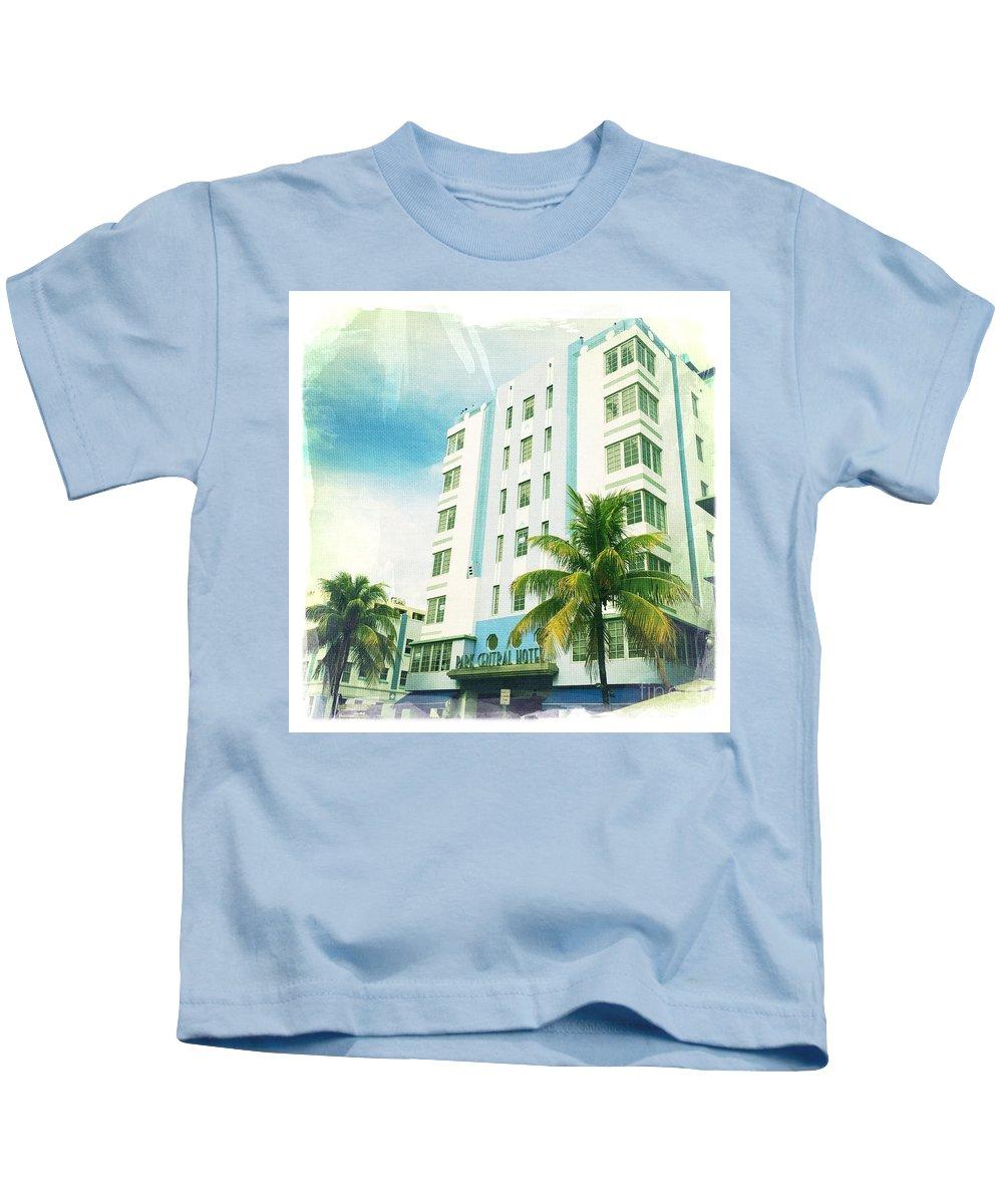 Miami South Beach Ocean Drive 4 Kids T-Shirt featuring the photograph Miami South Beach Ocean Drive 4 by Nina Prommer