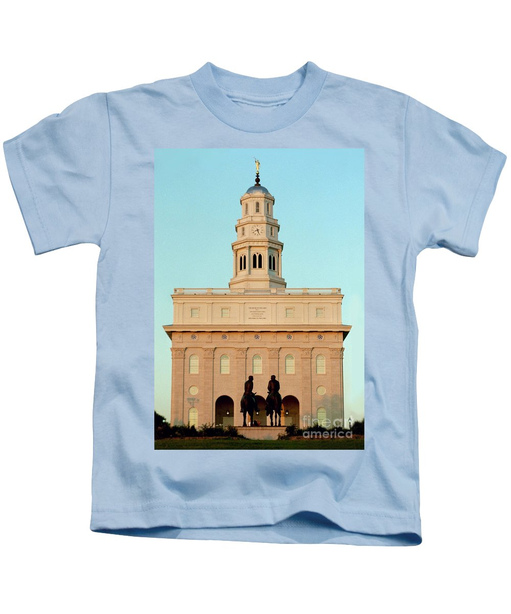 Nauvoo Kids T-Shirt featuring the photograph Nauvoo Lds Temple Sunset With Hyrum And Joseph Smith Bronze Statue by Kim Corpany